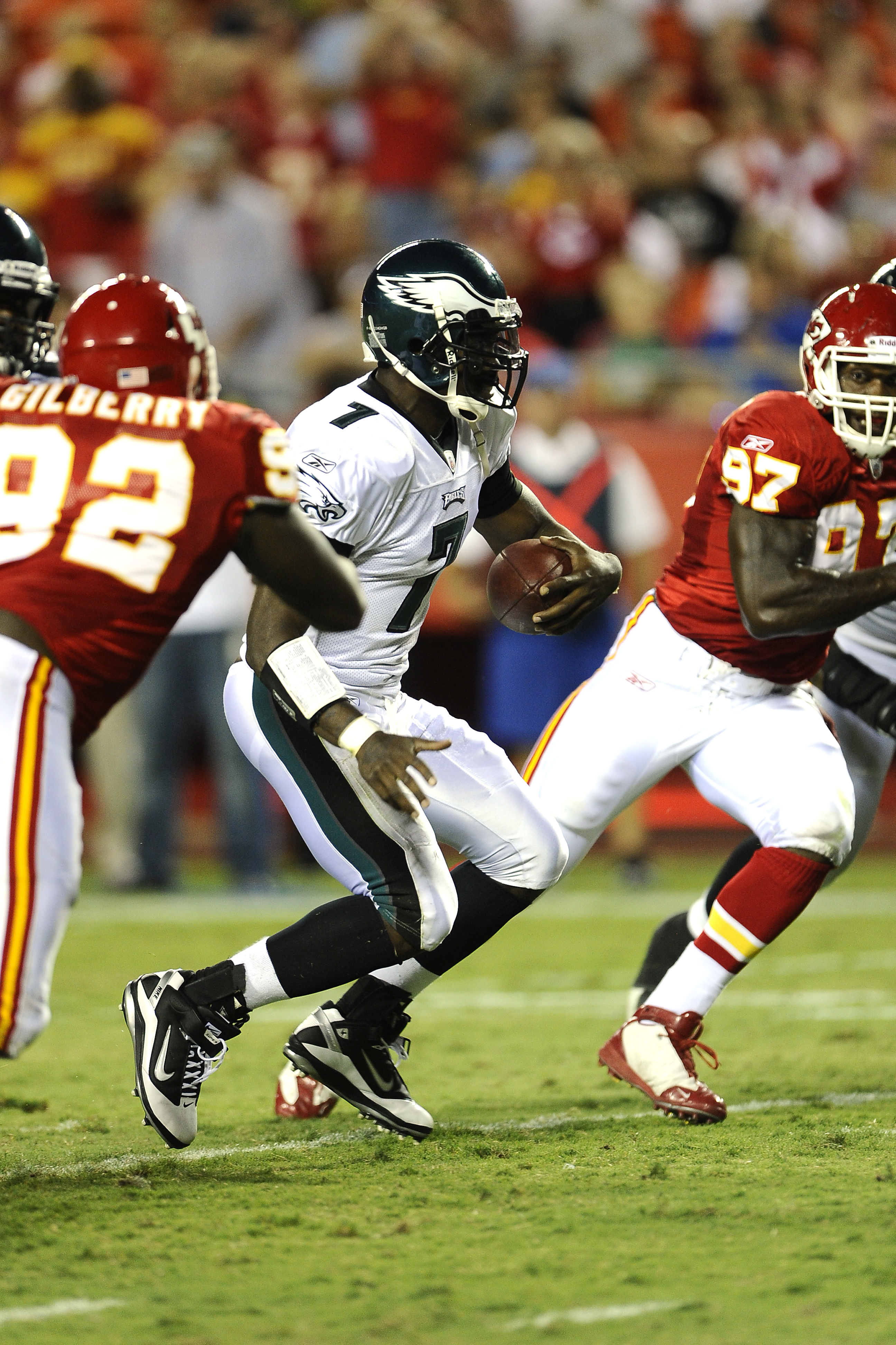KANSAS CITY, MO - AUGUST 27: Michael Vick #7 of the Philadelphia Eagles runs for yardage against the Kansas City Chiefs during a preseason game at Arrowhead Stadium on August 27, 2010 in Kansas City, Missouri.  (Photo by G. Newman Lowrance/Getty Images)