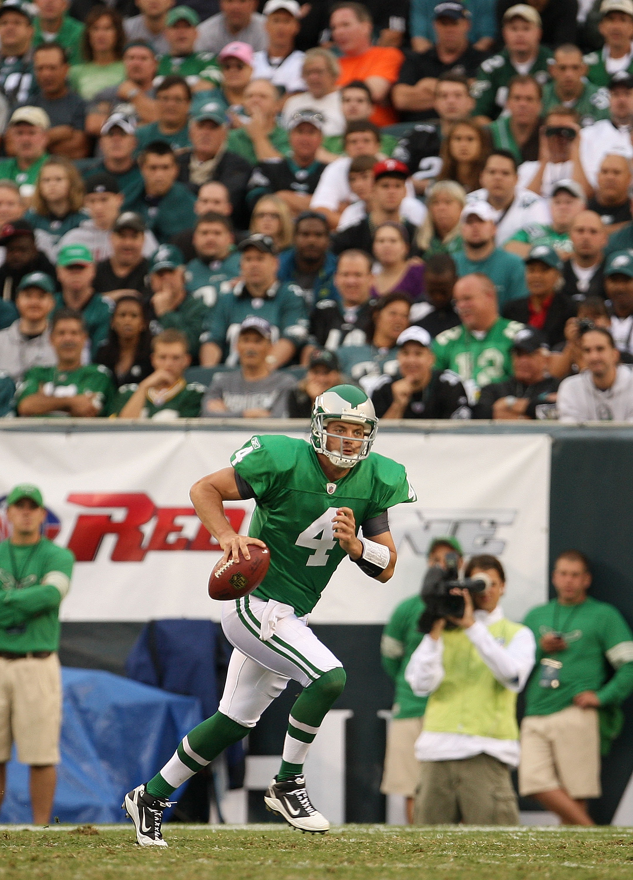 PHILADELPHIA - SEPTEMBER 12:  Kevin Kolb #4 of the Philadelphia Eagles looks to throw a pass during a game against the Green Bay Packers at Lincoln Financial Field on September 12, 2010 in Philadelphia, Pennsylvania.  (Photo by Mike Ehrmann/Getty Images)