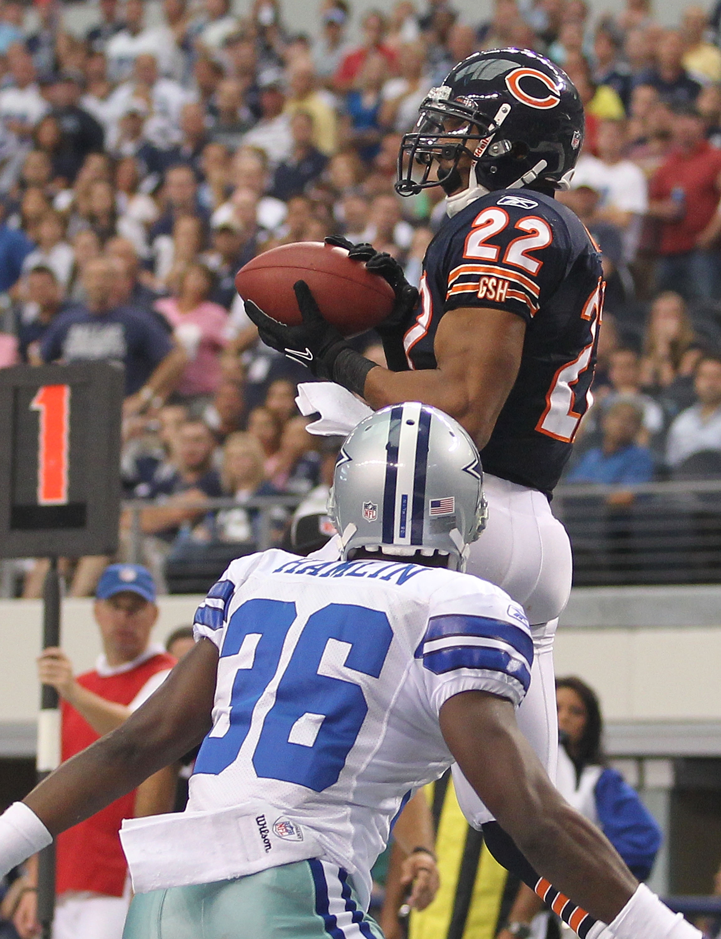 ARLINGTON, TX - SEPTEMBER 19:  Running back Matt Forte #22 of the Chicago Bears makes a touchdown pass reception in front of Michael Hamlin #36 of the Dallas Cowboys in the fourth quarter at Cowboys Stadium on September 19, 2010 in Arlington, Texas.  (Pho