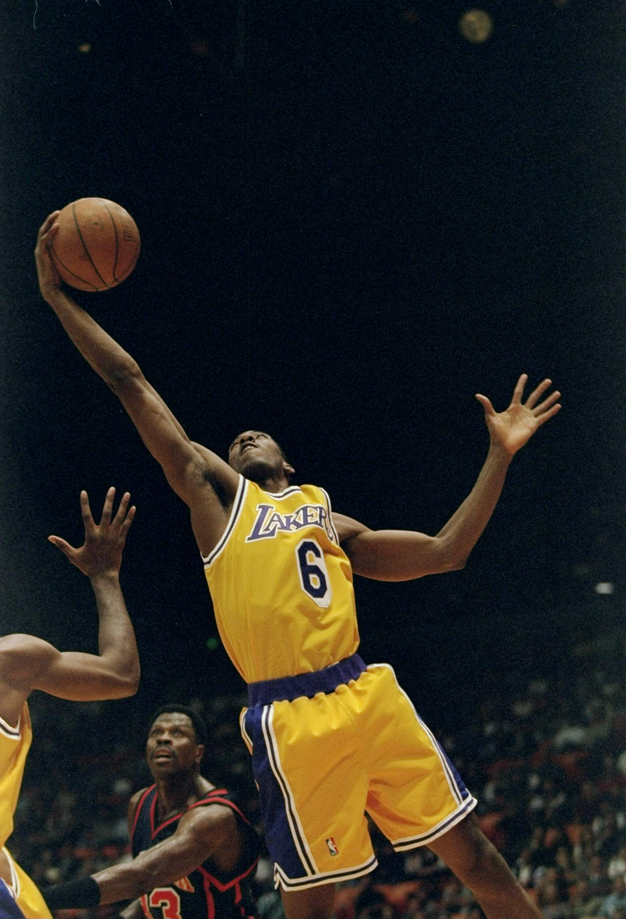 7 Nov 1997:  Forward Eddie Jones of the Los Angeles Lakers drives to the basket during a game against the New York Knicks at the Great Western Forum in Inglewood, California. Mandatory Credit: Todd Warshaw  /Allsport