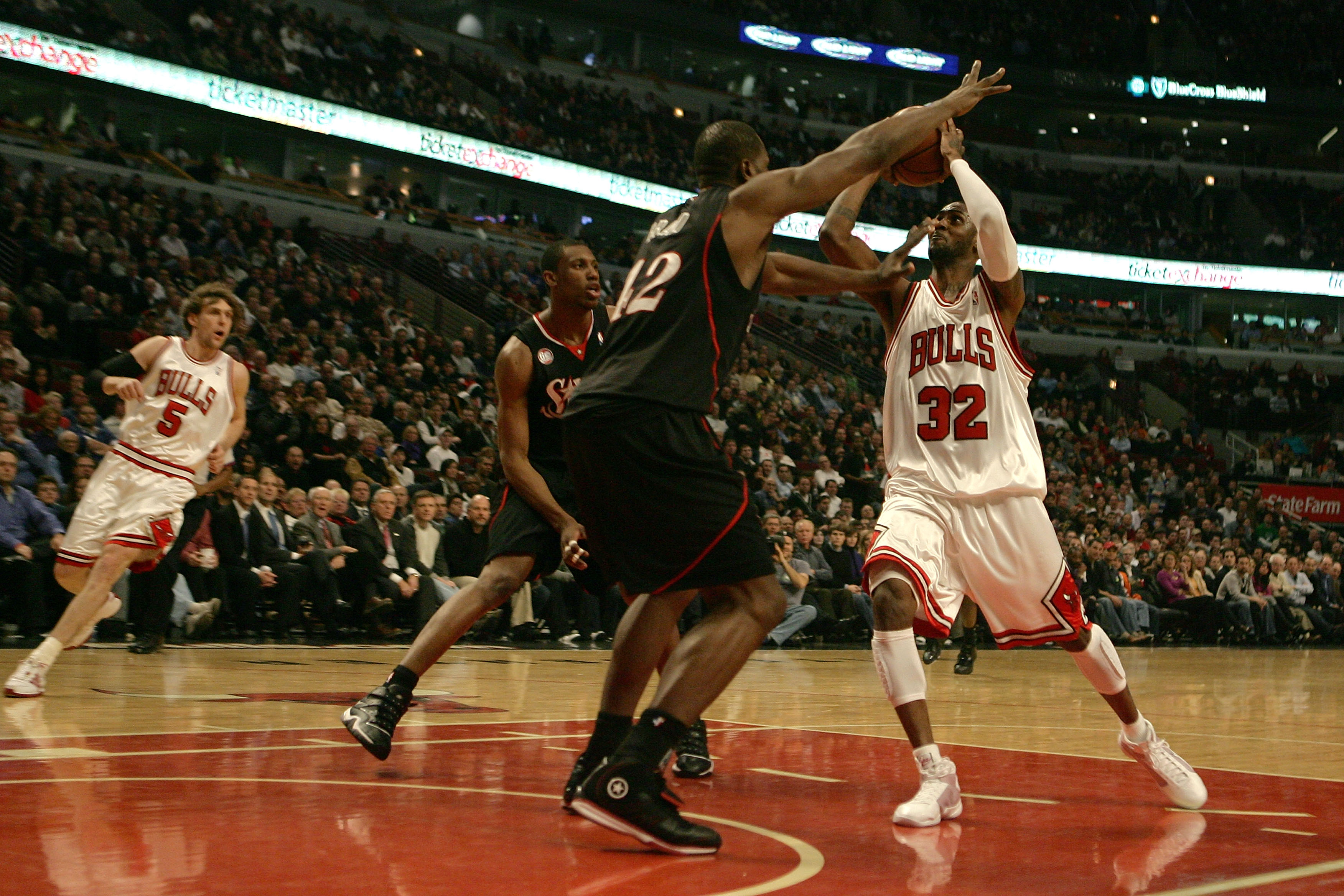 CHICAGO - DECEMBER 02:  Larry Hughes #32 of the Chicago Bulls moves the ball in the key against Elton Brand #42 of the Philadelphia 76ers at the United Center on December 2, 2008 in Chicago, Illinois.  NOTE TO USER: User expressly acknowledges and agrees