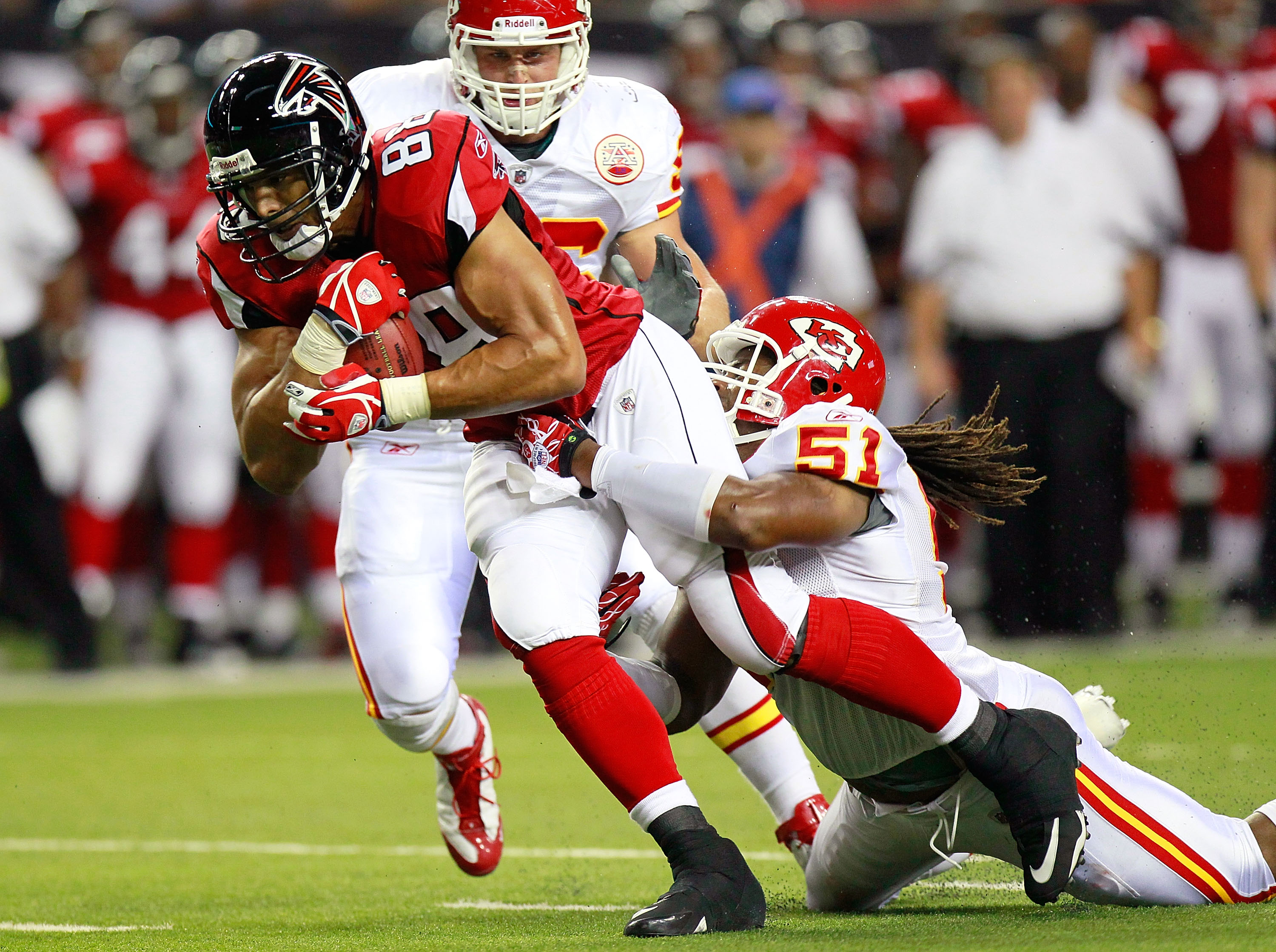 ATLANTA - AUGUST 13:  Tony Gonzalez #88 of the Atlanta Falcons pulls in a reception against Corey Mays #51 of the Kansas City Chiefs at Georgia Dome on August 13, 2010 in Atlanta, Georgia.  (Photo by Kevin C. Cox/Getty Images)