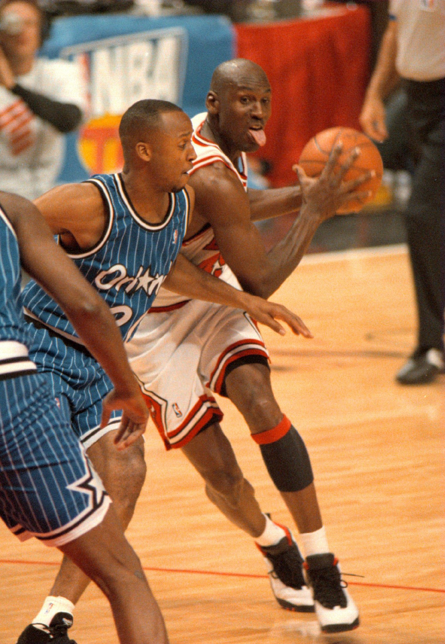 24 Mar 1995: MICHAEL JORDAN OF THE CHICAGO BULLS TAKES THE BALL AROUND BRIAN SHAW OF THE ORLANDO MAGIC DURING FIRST QUARTER ACTION OF MICHAEL''S FIRST HOME GAME AS A BULL AFTER RETURNING FROM RETIREMENT AT THE UNITED CENTER IN CHICAGO, ILLINOIS.
