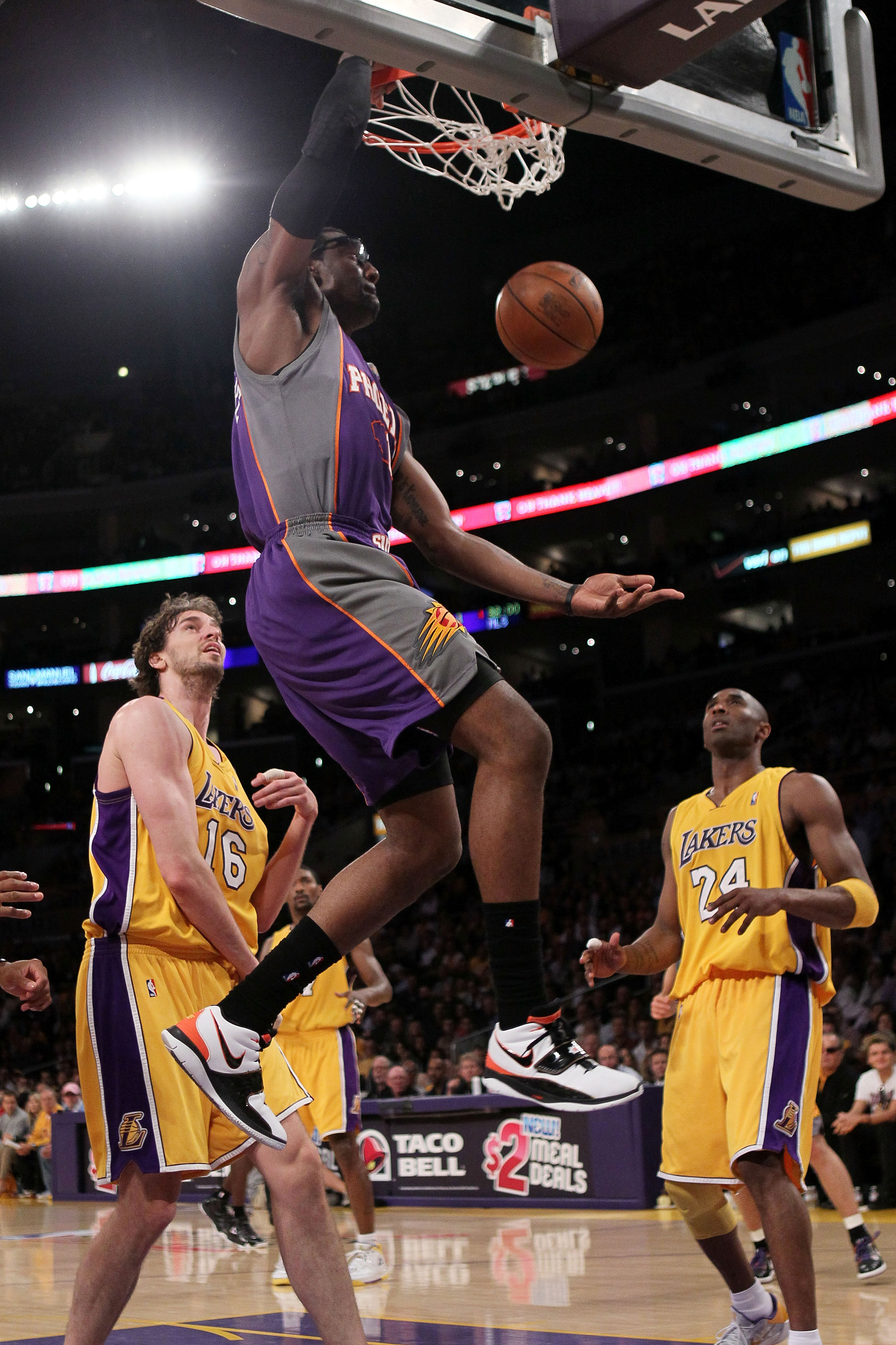 LOS ANGELES, CA - MAY 27:  Amar'e Stoudemire #1 of the Phoenix Suns dunks the ball against the Los Angeles Lakers in the first quarter of Game Five of the Western Conference Finals during the 2010 NBA Playoffs at Staples Center on May 27, 2010 in Los Ange