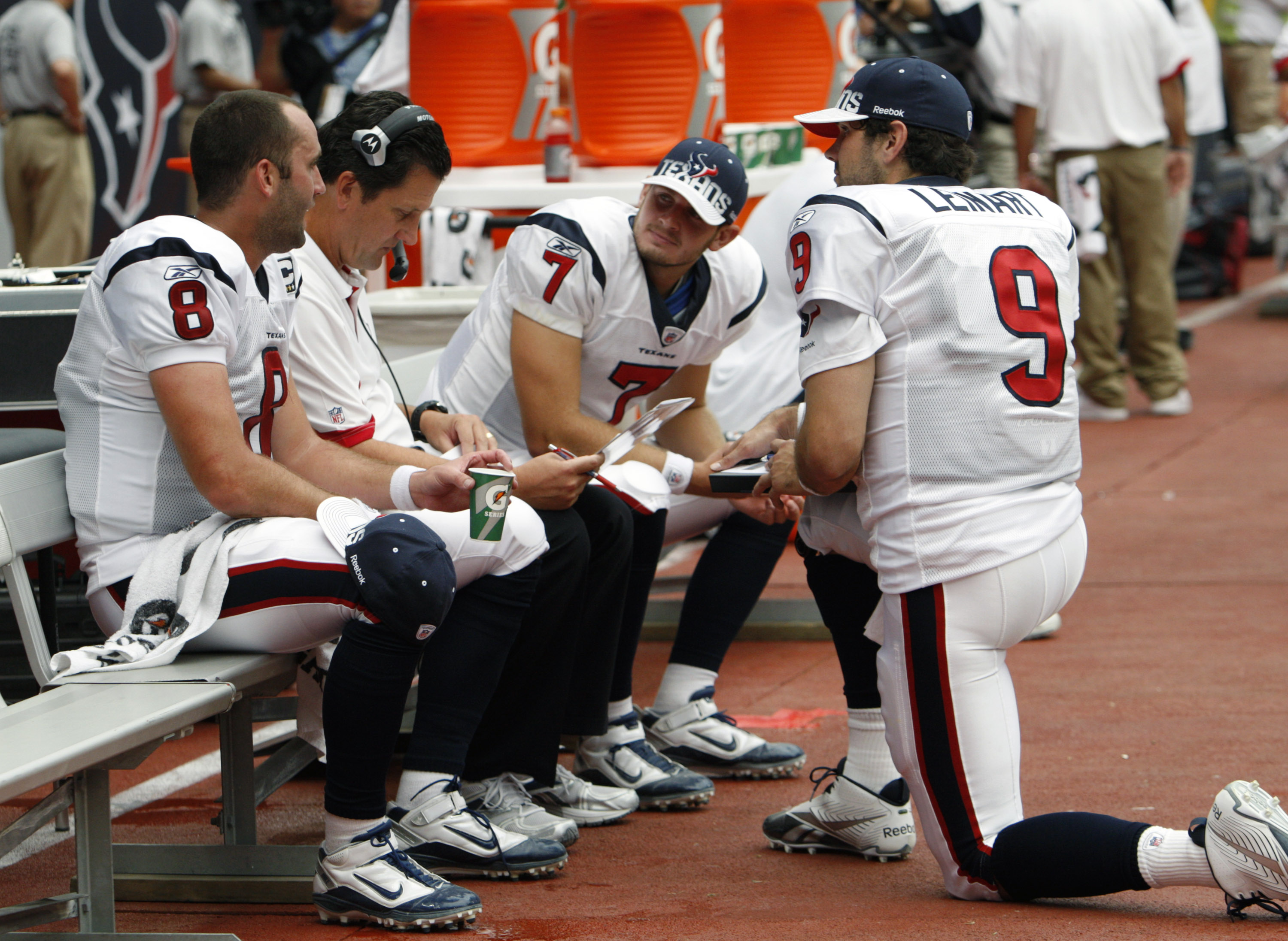 ea36a120828 HOUSTON - SEPTEMBER 12: Quarterback coach Frank Reich of the Houston Texans  goes over plays