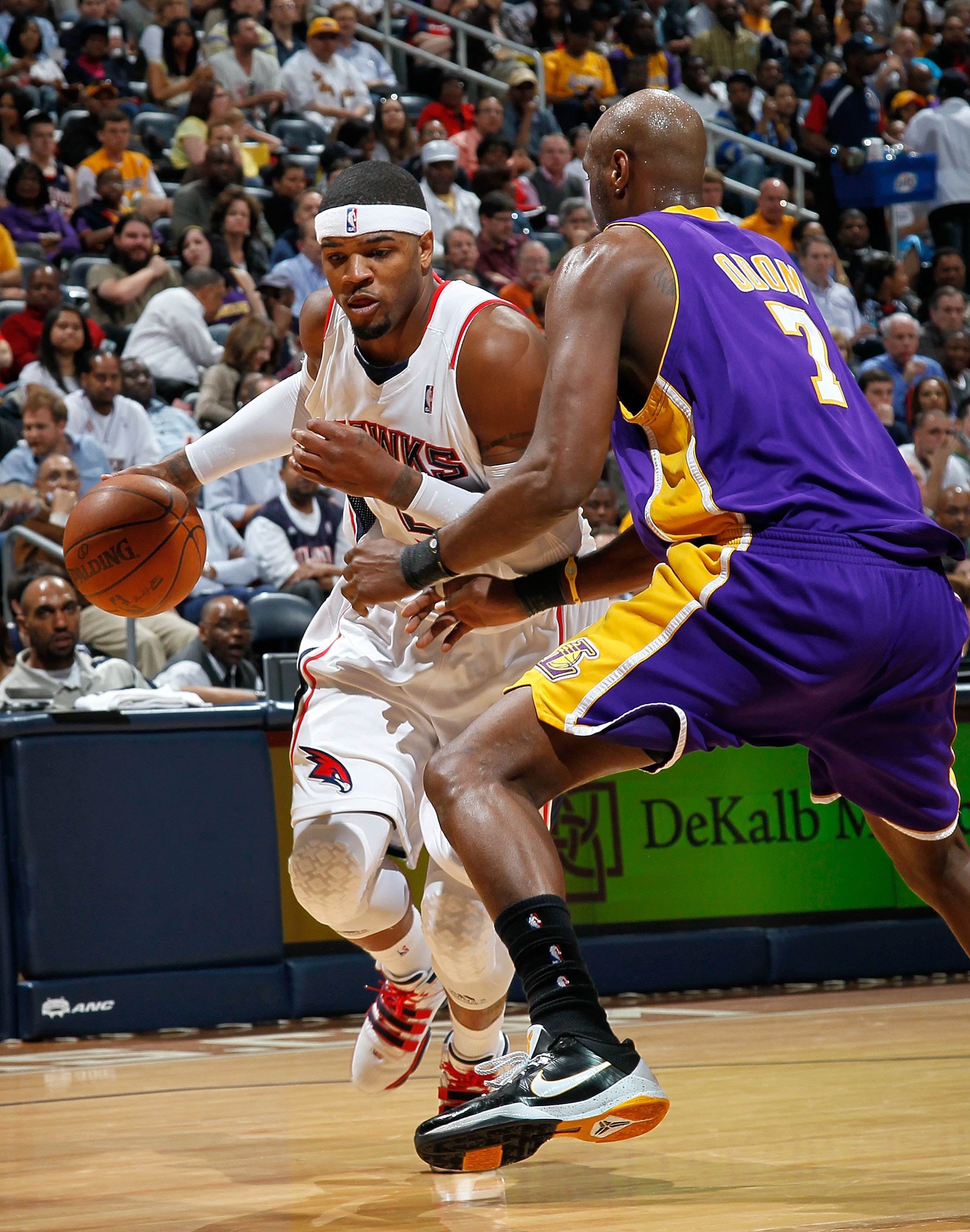 ATLANTA - MARCH 31:  Josh Smith #5 of the Atlanta Hawks against Lamar Odom #7 of the Los Angeles Lakers at Philips Arena on March 31, 2010 in Atlanta, Georgia.  NOTE TO USER: User expressly acknowledges and agrees that, by downloading and/or using this Ph