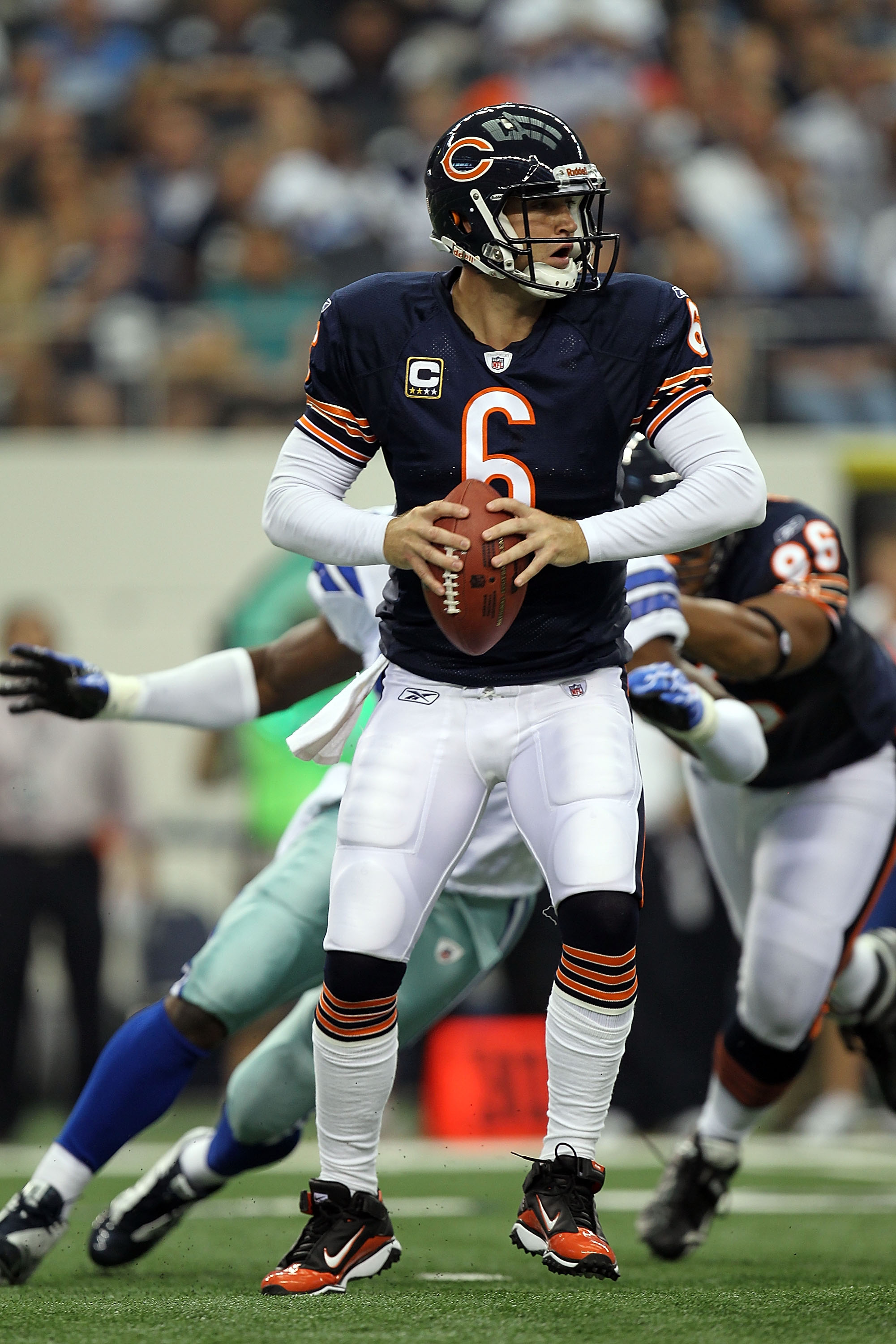 ARLINGTON, TX - SEPTEMBER 19:  Quarterback Jay Cutler #6 of the Chicago Bears at Cowboys Stadium on September 19, 2010 in Arlington, Texas.  (Photo by Ronald Martinez/Getty Images)