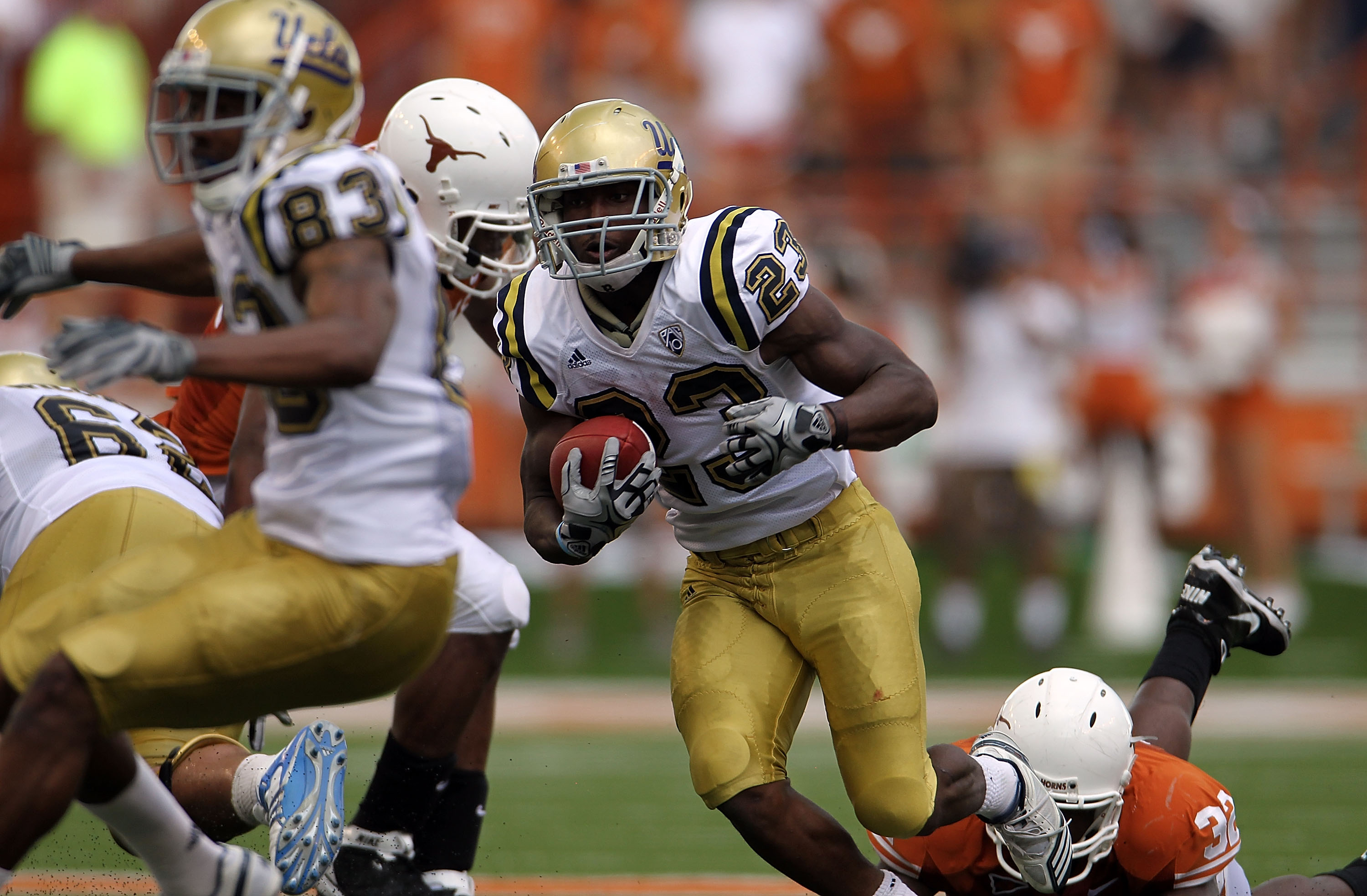 AUSTIN, TX - SEPTEMBER 25:  Tailback Johnathan Franklin #23 of the UCLA Bruins runs the ball against the Texas Longhorns at Darrell K Royal-Texas Memorial Stadium on September 25, 2010 in Austin, Texas.  (Photo by Ronald Martinez/Getty Images)