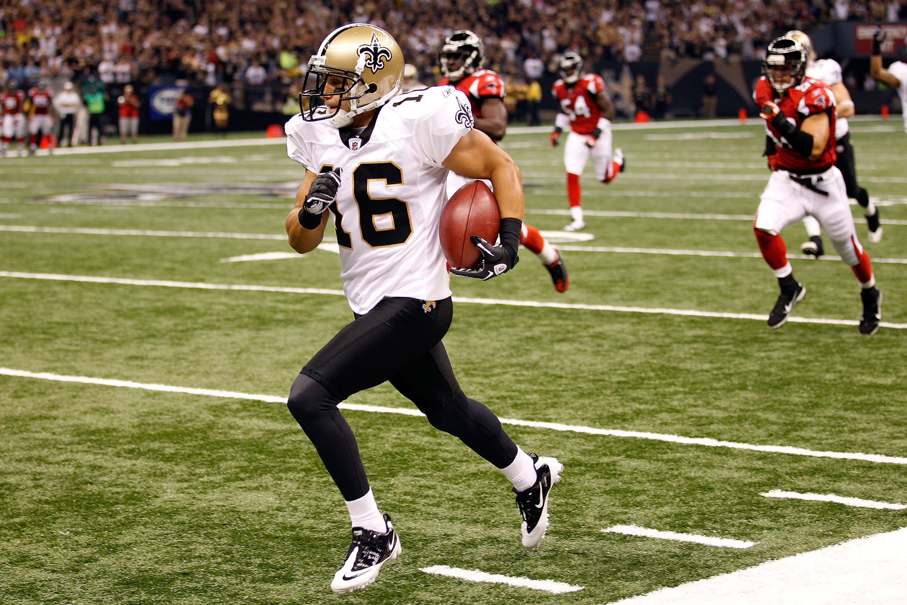 NEW ORLEANS - SEPTEMBER 26:  Lance Moore #16 of the New Orleans Saints returns a punt against the Atlanta Falcons at the Louisiana Superdome on September 26, 2010 in New Orleans, Louisiana.  (Photo by Chris Graythen/Getty Images)
