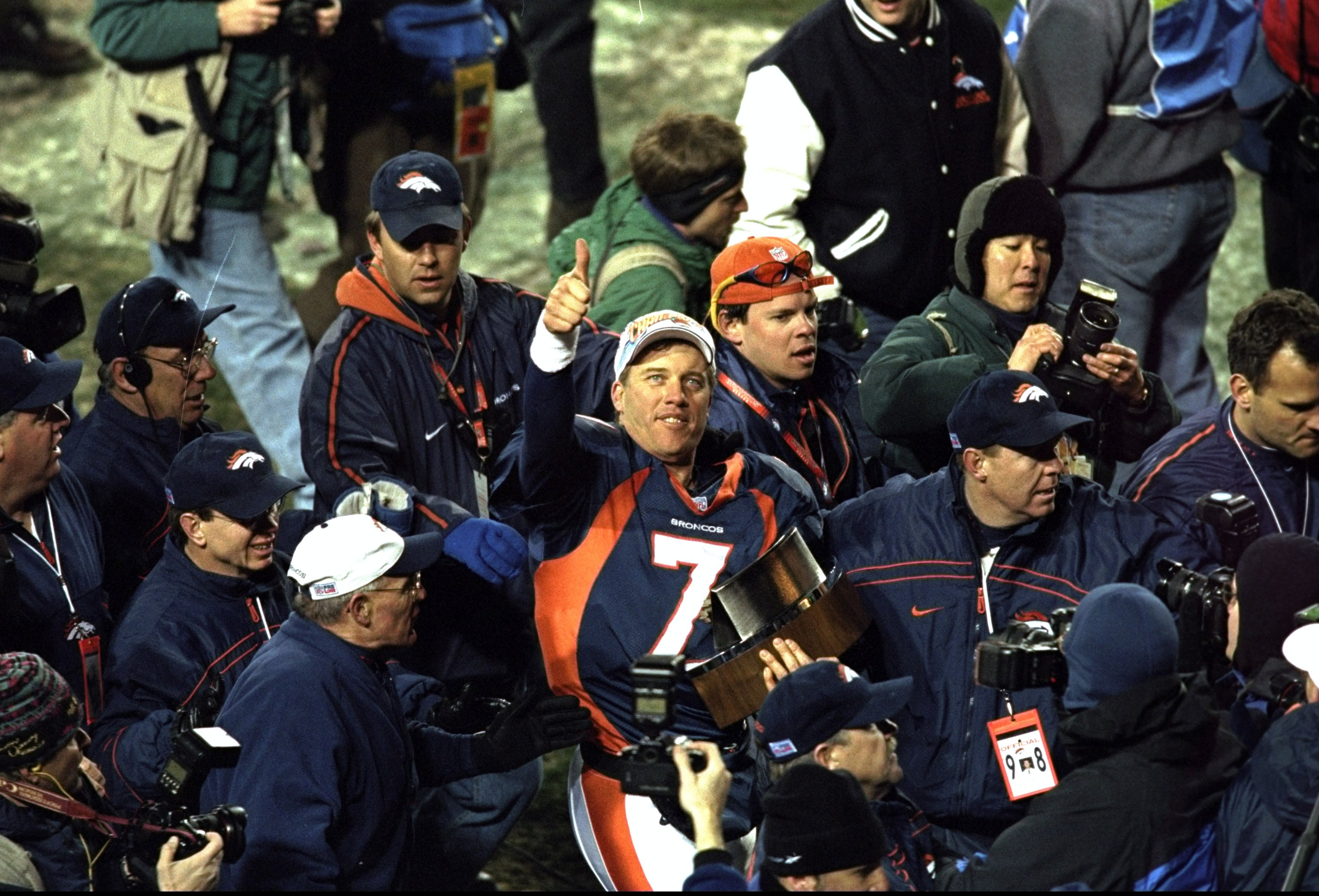 17 Jan 1999:  John Elway #7 of the Denver Broncos gives a thumbs up after winning the AFC Championship Game against the New York Jets at Mile High Stadium in Denver, Colorado. The Broncos defeated the Jets 23-10. Mandatory Credit: Tom Hauck  /Allsport