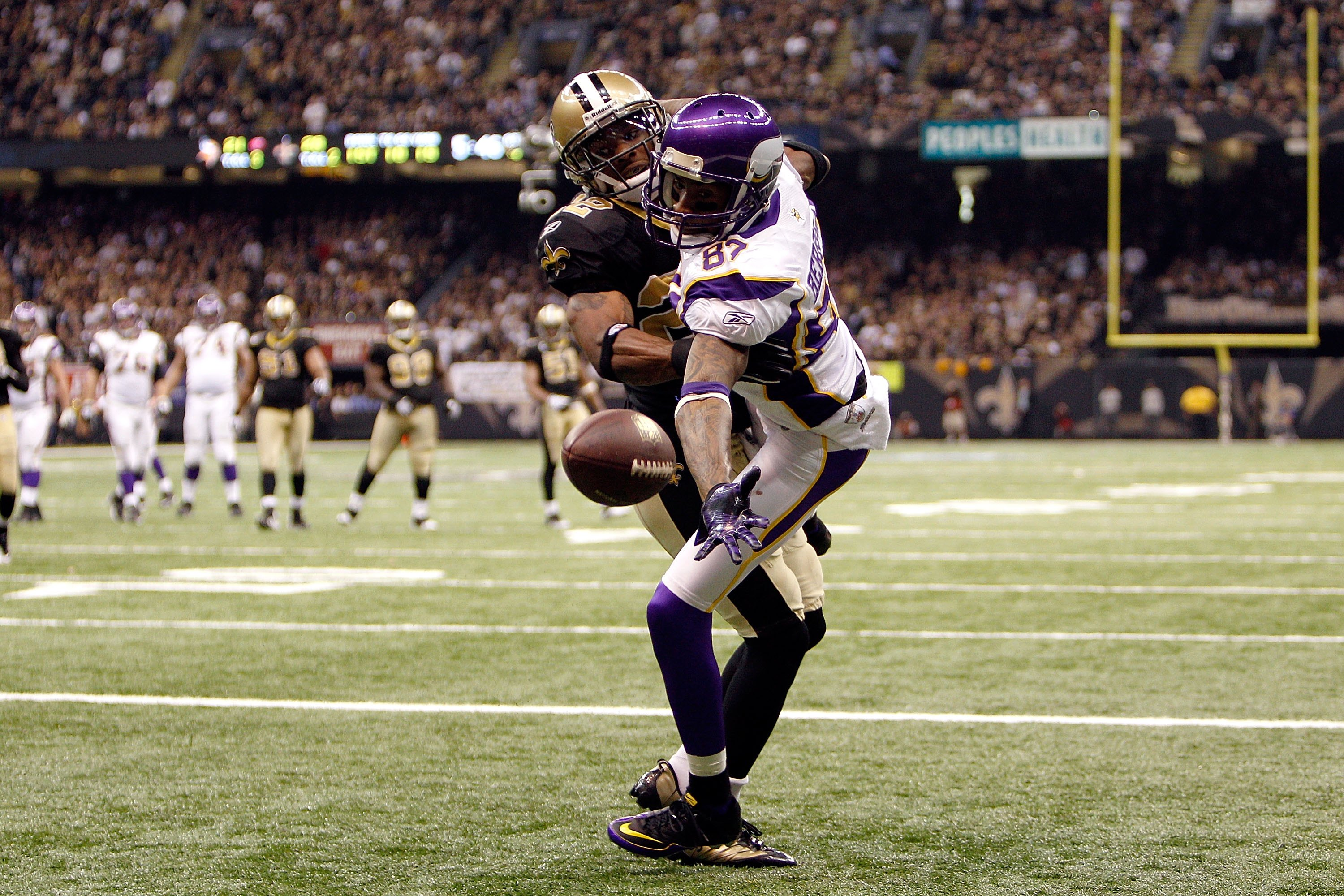 NEW ORLEANS - JANUARY 24:  Bernard Berrian #87 of  the Minnesota Vikings can't make the reception in the end zone but drew a pass interference penalty against Tracy Porter #22 of the New Orleans Saints during the NFC Championship Game at the Louisiana Sup