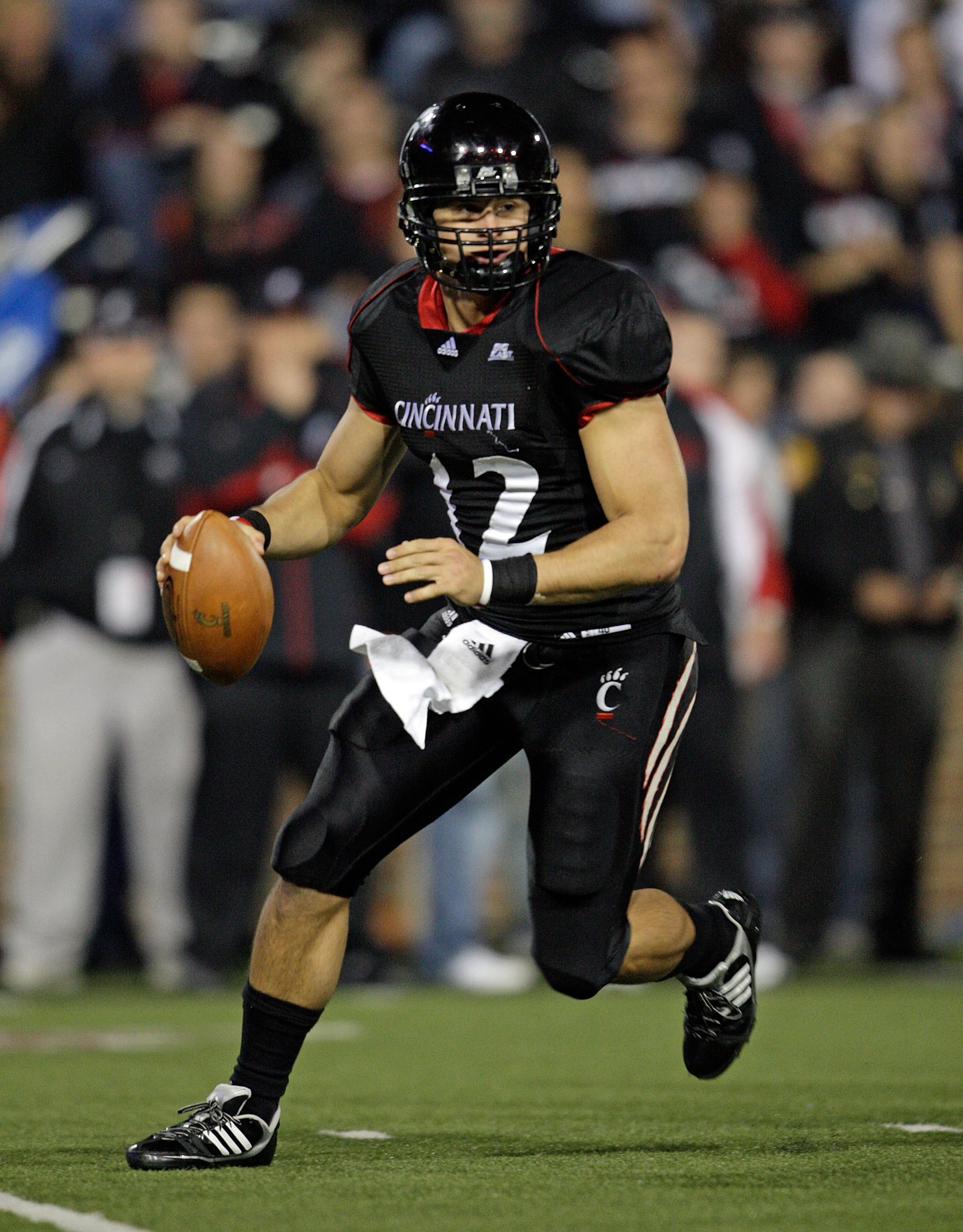 CINCINNATI - NOVEMBER 07:  Zach Collaros #12 of the Cincinnati Bearcats runs with the ball against the Connecticut Huskies during the Big East Conference game at Nippert Stadium on November 7, 2009 in Cincinnati, Ohio.  (Photo by Andy Lyons/Getty Images)