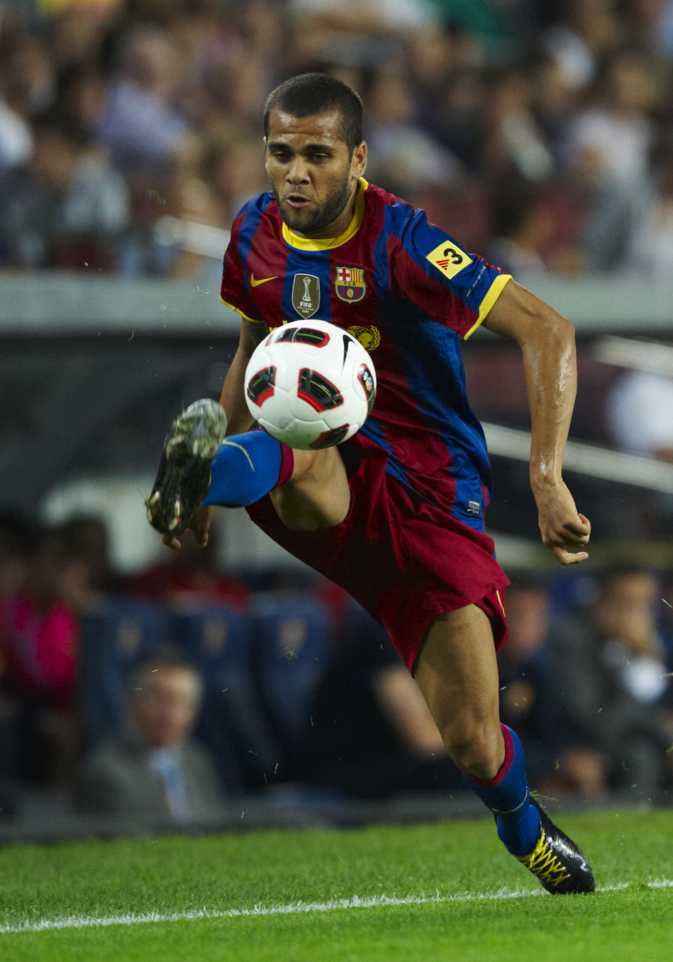 BARCELONA, SPAIN - SEPTEMBER 22:  Daniel Alves of Barcelona controls the ball during the La Liga match between Barcelona and Sporting de Gijon at Nou Camp on September 22, 2010 in Barcelona, Spain. Barcelona won 1.0.  (Photo by Manuel Queimadelos Alonso/G