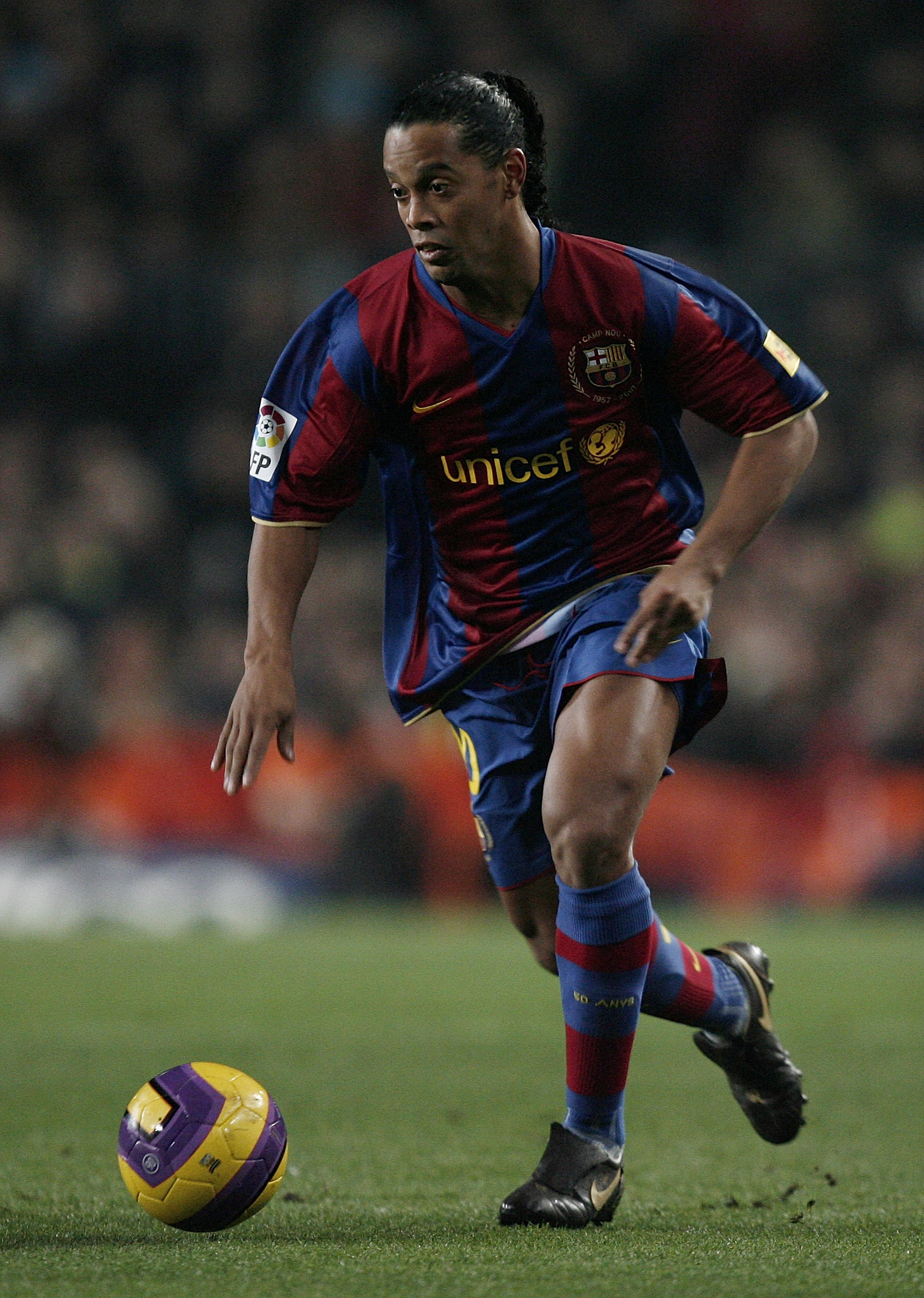 BARCELONA, SPAIN - DECEMBER 23:  Ronaldinho of Barcelona controls the ball during the La Liga match between Barcelona and Real Madrid at the Camp Nou Stadium on December 23, 2007 in Barcelona, Spain. Barcelona lost 'El Clasico' with 1-0.  (Photo by Jasper