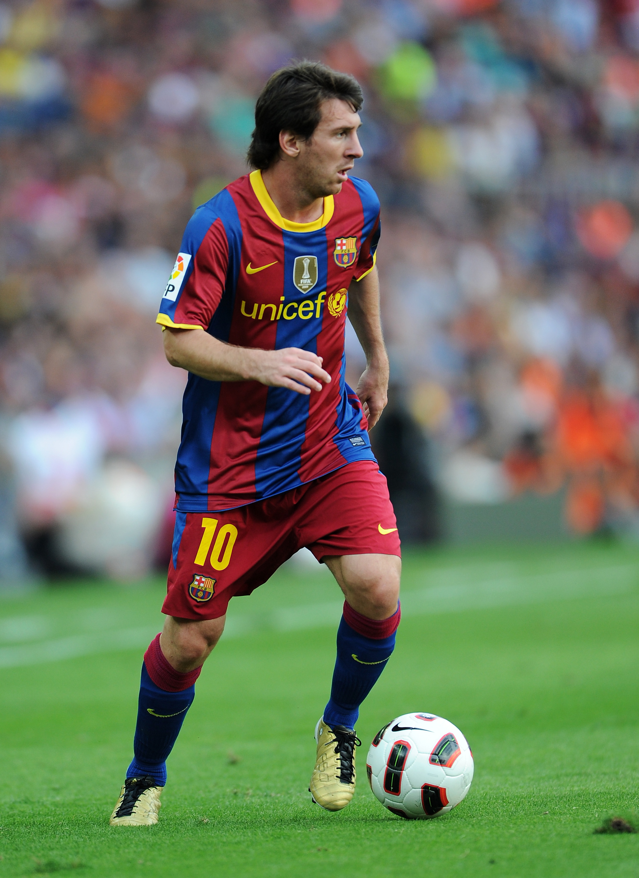 BARCELONA, SPAIN - SEPTEMBER 11:  Lionel Messi of Barcelona controls the ball during the La Liga match between Barcelona and Hercules at the Camp Nou stadium on September 11, 2010 in Barcelona, Spain. Barcelona lost the match 2-0.  (Photo by Jasper Juinen