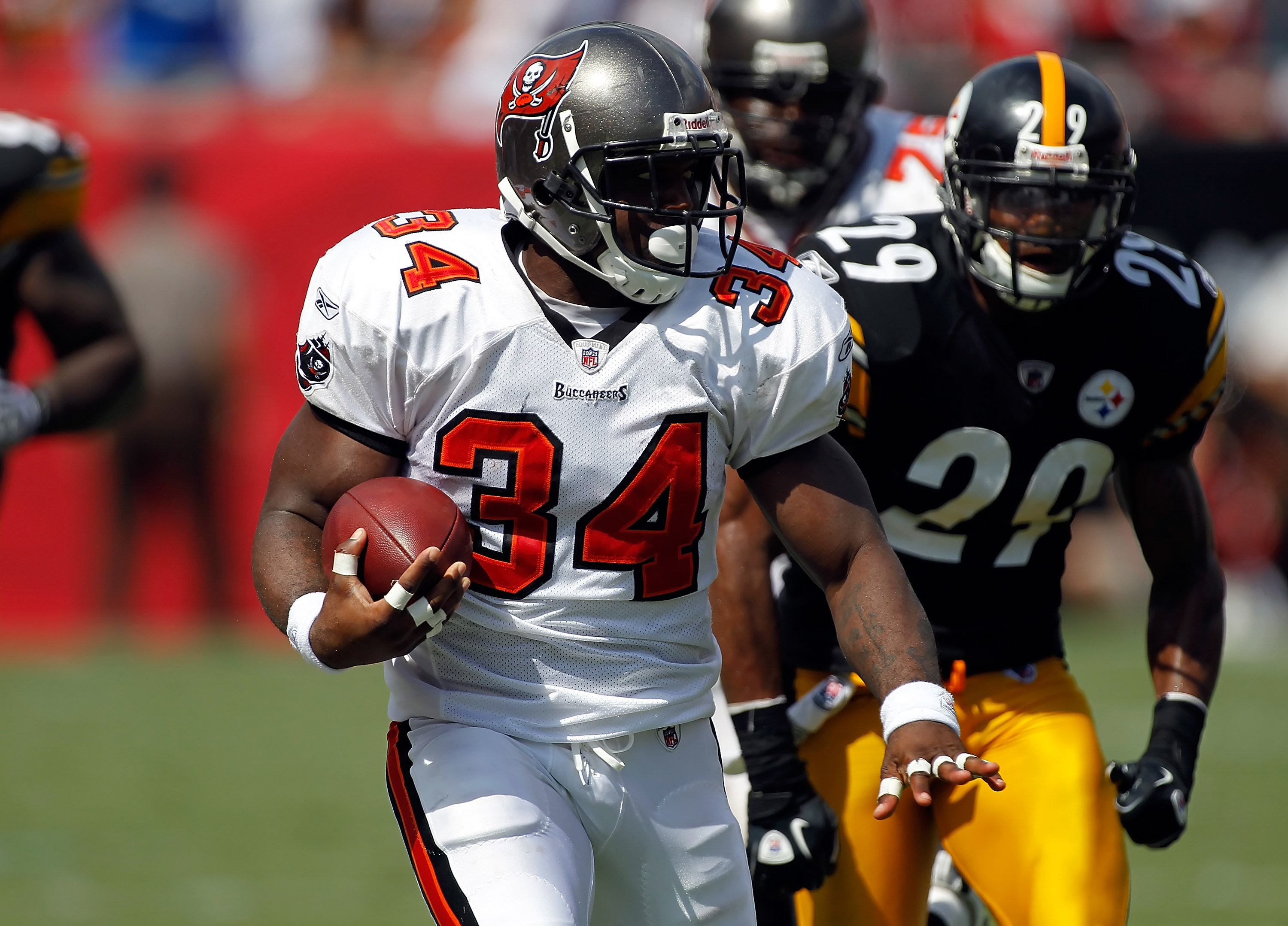 TAMPA, FL - SEPTEMBER 26:  Running back Earnest Graham #34 of the Tampa Bay Buccaneers runs the ball against the Pittsburgh Steelers during the game at Raymond James Stadium on September 26, 2010 in Tampa, Florida.  (Photo by J. Meric/Getty Images)