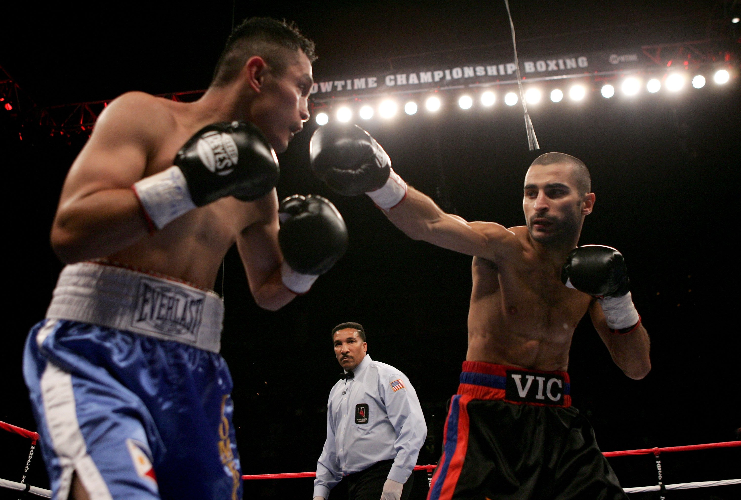 LAS VEGAS - OCTOBER 07:  Vic Darchinyan lands a punch against Glenn Donaire during the IBF/IBO Flywieght Championship bout on October 7, 2006 at the Mandalay Bay Event Center in Las Vegas, Nevada. Darchinyan won with a 6th round TKO.  (Photo by Jonathan F