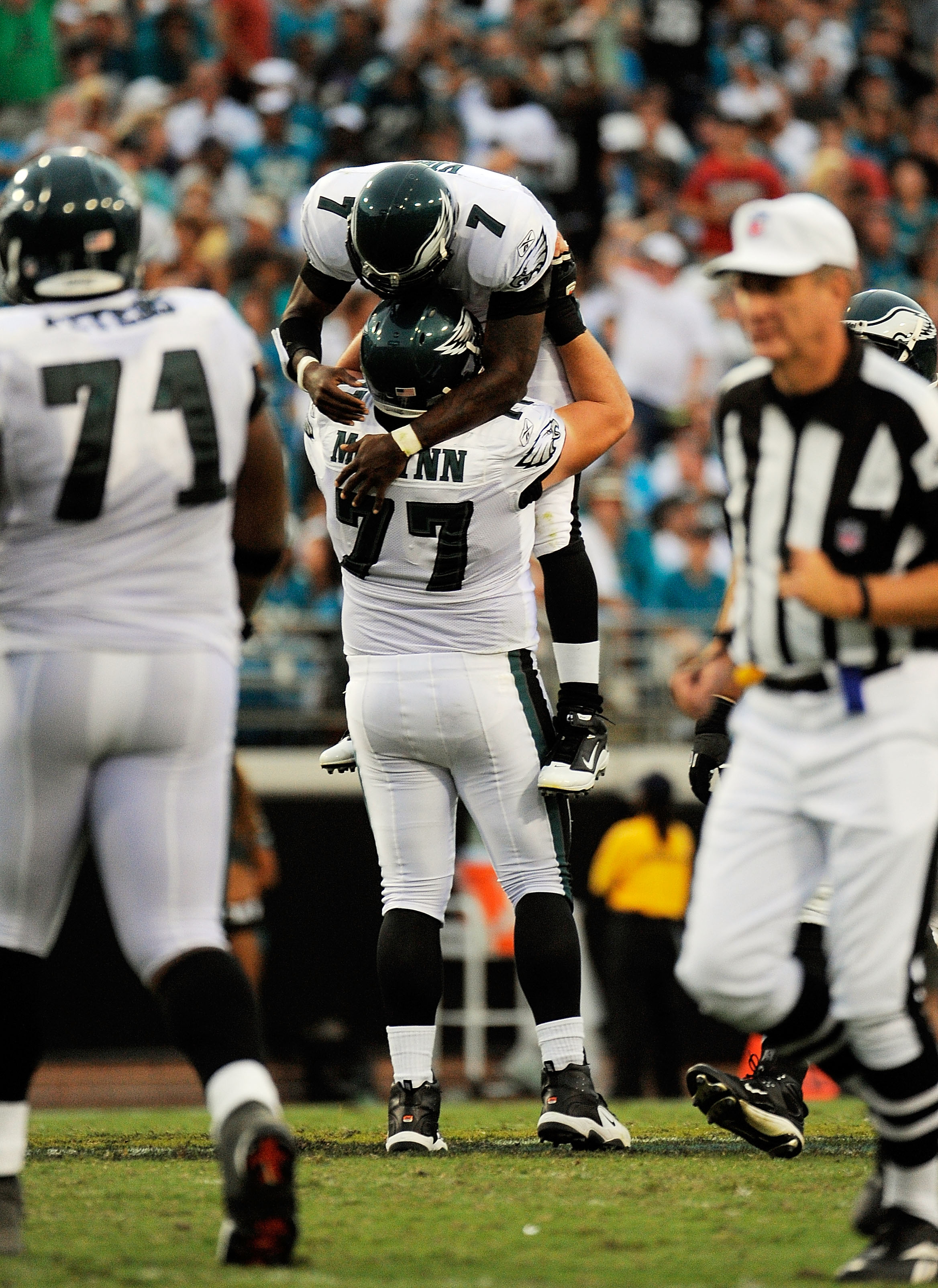 JACKSONVILLE, FL - SEPTEMBER 26:  Quarterback Michael Vick #7 of the Philadelphia Eagles is congratulated by offensive lineman Mike McGlynn #77 after throwing a touchdown pass to wide receiver Jeremy Maclin #18 against the Jacksonville Jaguars at EverBank