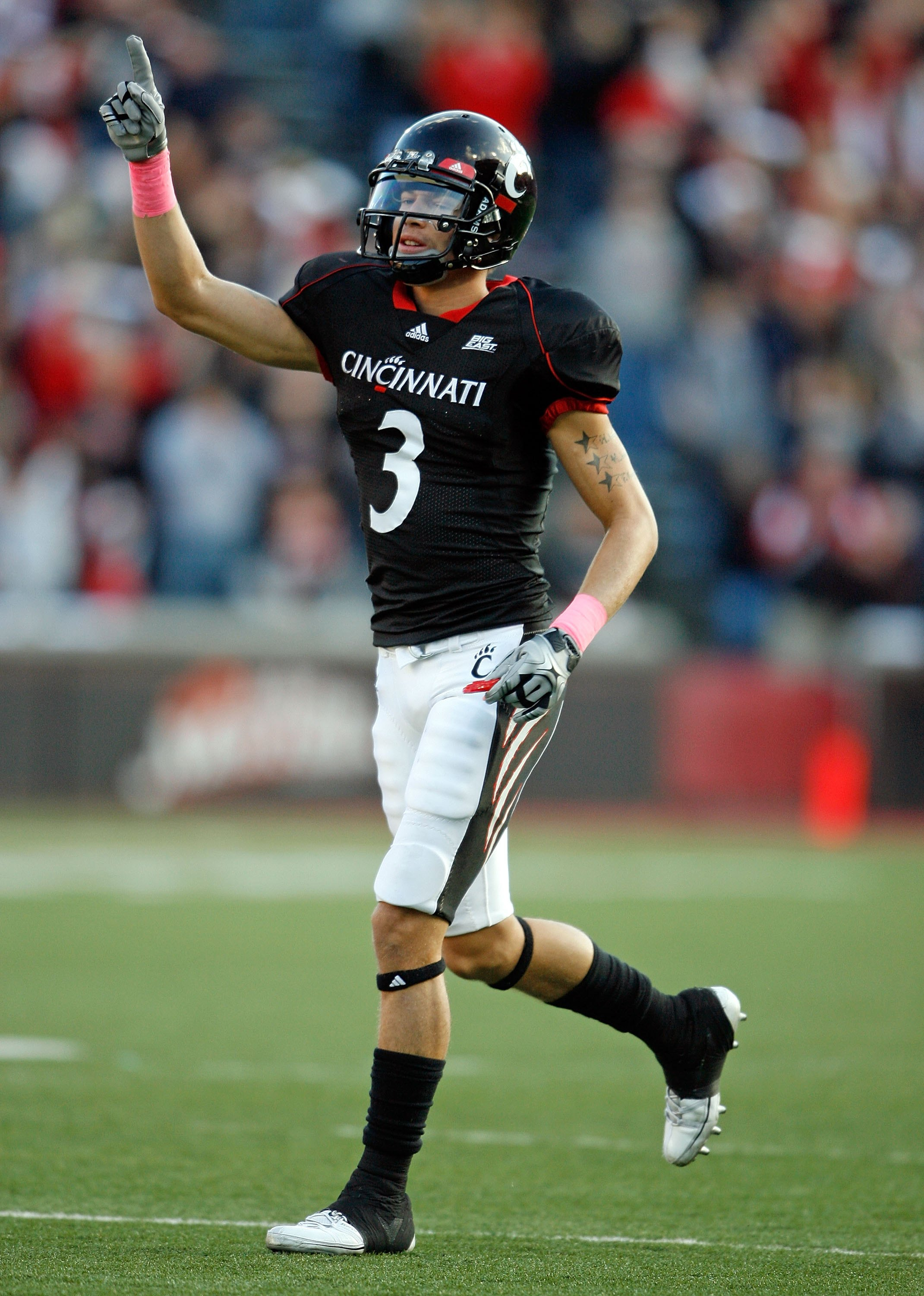 CINCINNATI - OCTOBER 24:  DJ Woods # 3 of the Cincinnati Bearcats celebrates a touchdown during the Big East Conference game against the Louisville Cardinals at Nippert Stadium on October 24, 2009 in Cincinnati, Ohio.  (Photo by Andy Lyons/Getty Images)