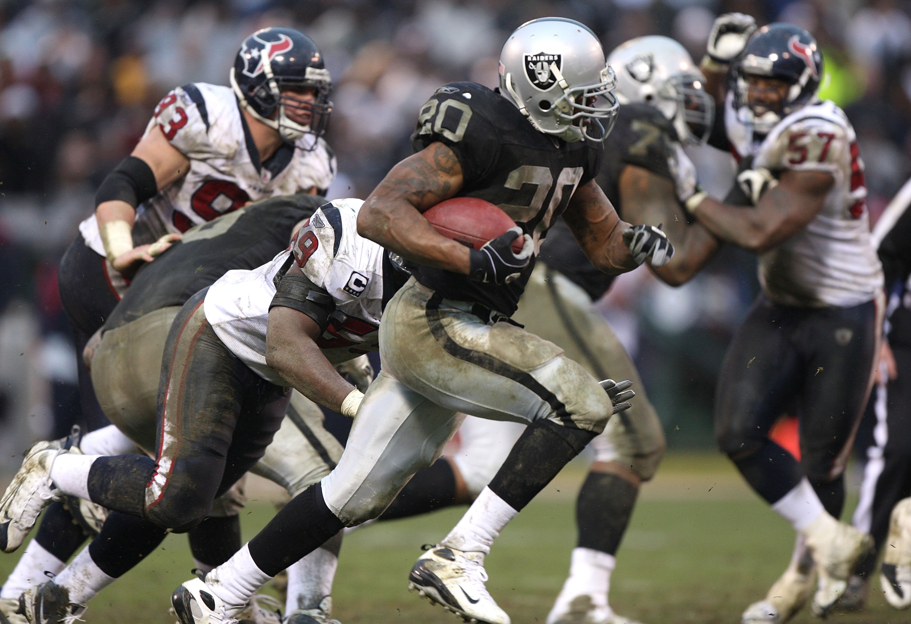 OAKLAND, CA - DECEMBER 21: Darren McFadden #20 of the Oakland Raiders runs against the Houston Texans during an NFL game on December 21, 2008 at the Oakland-Alameda County Coliseum in Oakland, California.  (Photo by Jed Jacobsohn/Getty Images)