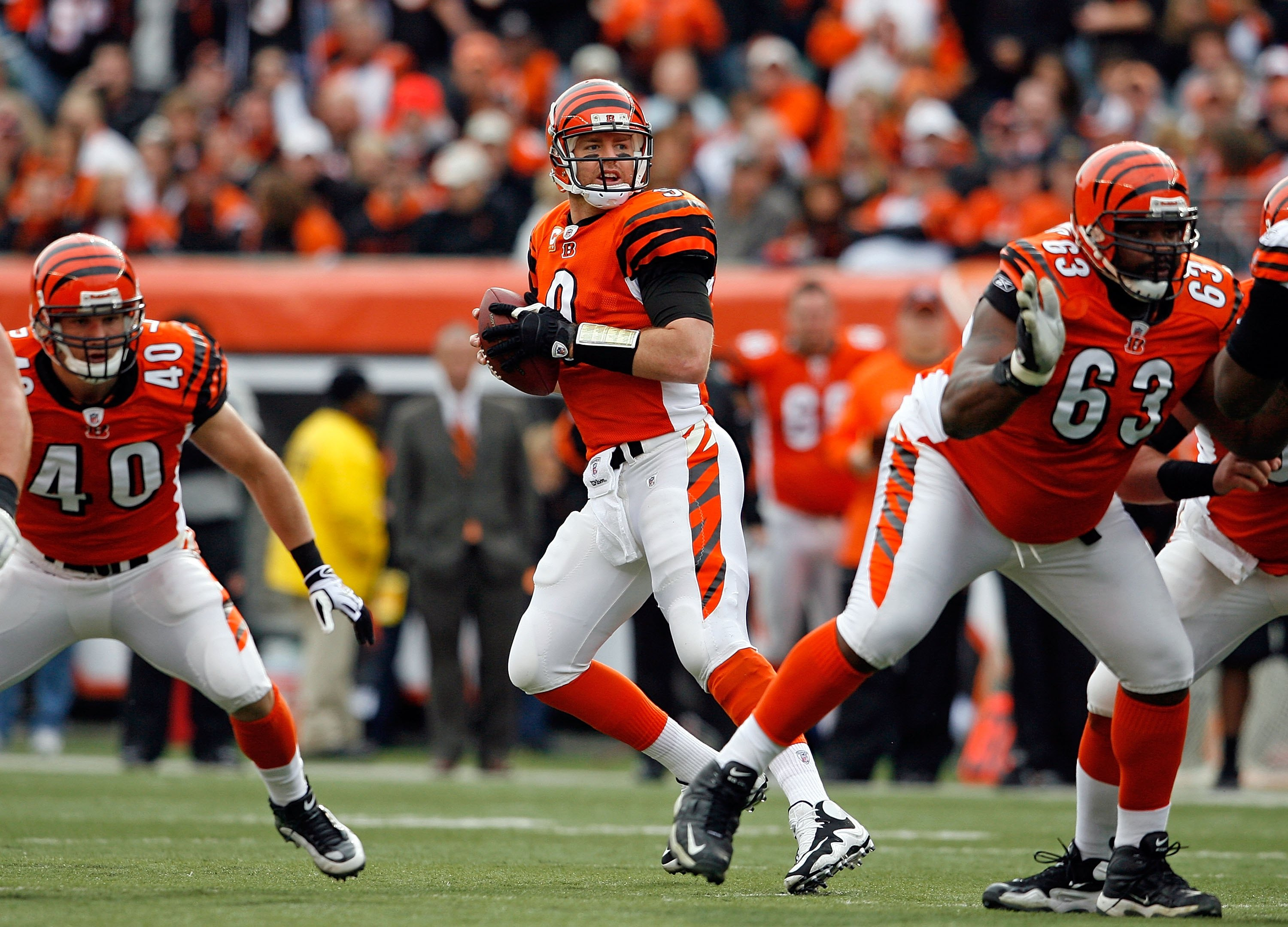 CINCINNATI - NOVEMBER 29:  Carson Palmer #9 of the Cincinnati Bengals drops back during the NFL game against the Cleveland Browns at Paul Brown Stadium on November 29, 2009 in Cincinnati, Ohio.  (Photo by Andy Lyons/Getty Images)