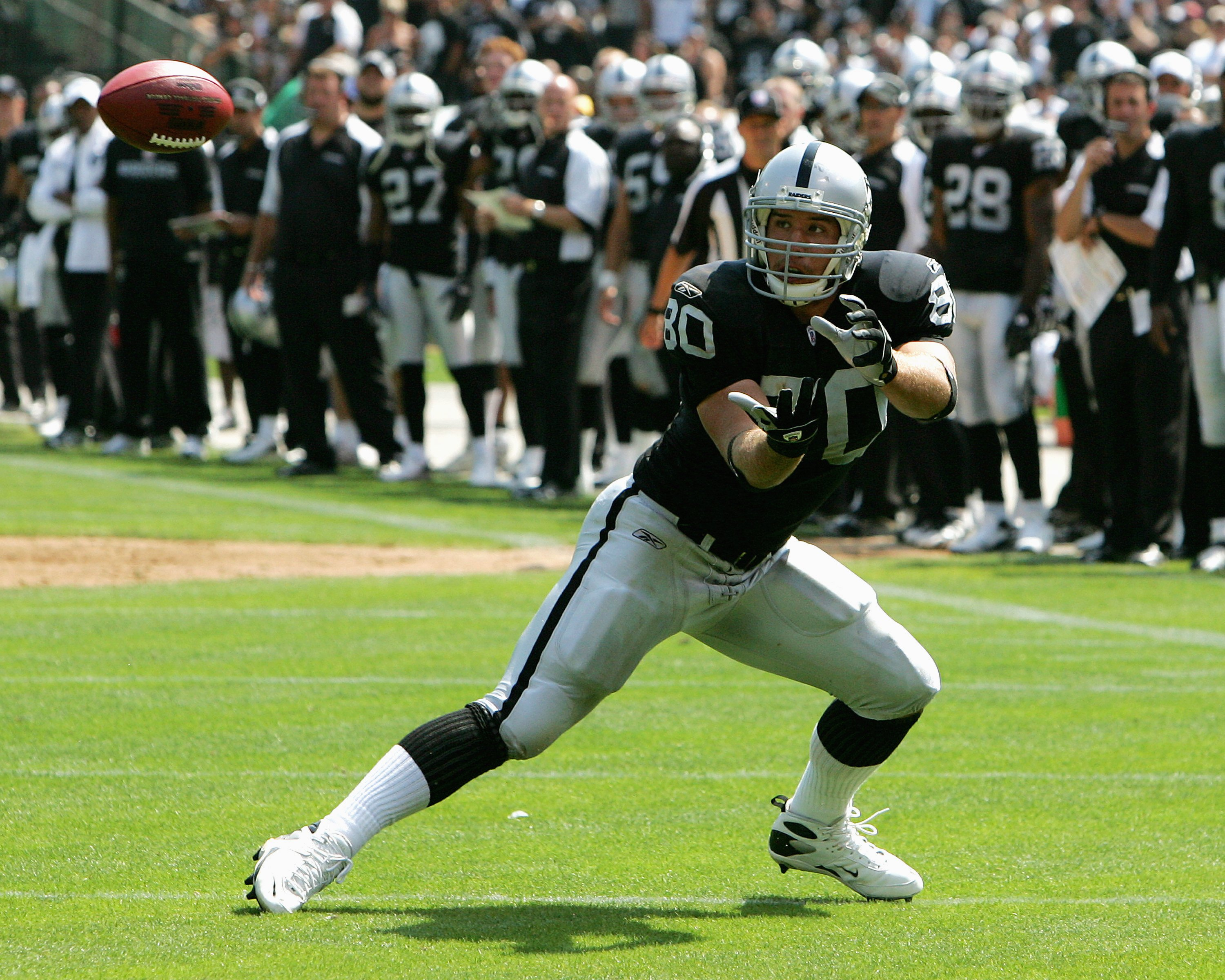 OAKLAND, CA - SEPTEMBER 9:  Rookie tight end Zach Miller #80 of the Oakland Raiders awaits a pass against the Detroit Lions at the McAfee Coliseum on September 9, 2007 in Oakland, California.  The Lions defeated the Raiders 36-21 (Photo by Kevin Terrell/G
