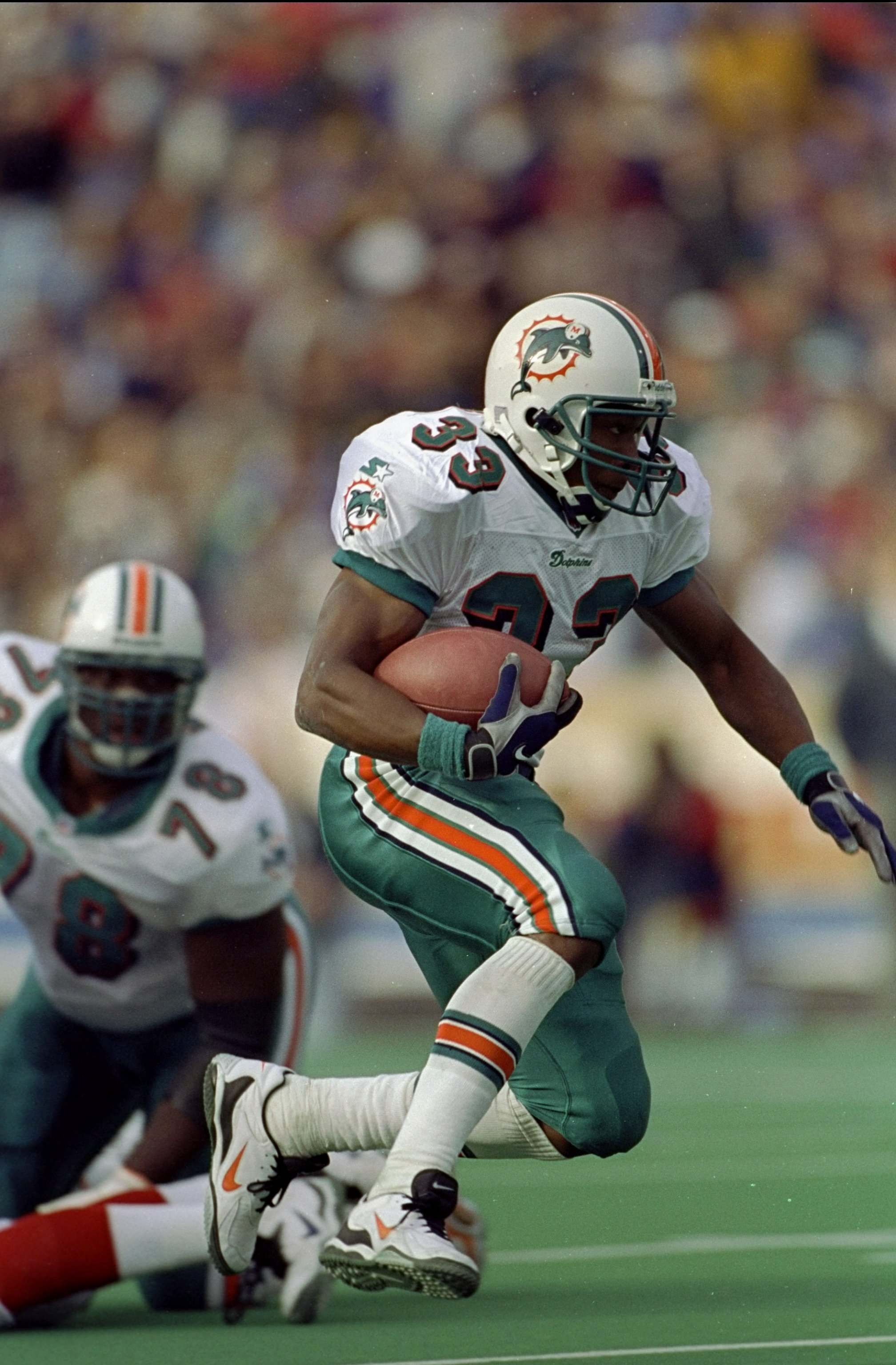 1 Nov 1998:  Karim Abdul-Jabbar #33 of the Miami Dolphins in action during the game against the Buffalo Bills at the Rich Stadium in Orchard Park, New York. The Bills defeated the Dolphins 30-24. Mandatory Credit: Rick Stewart  /Allsport