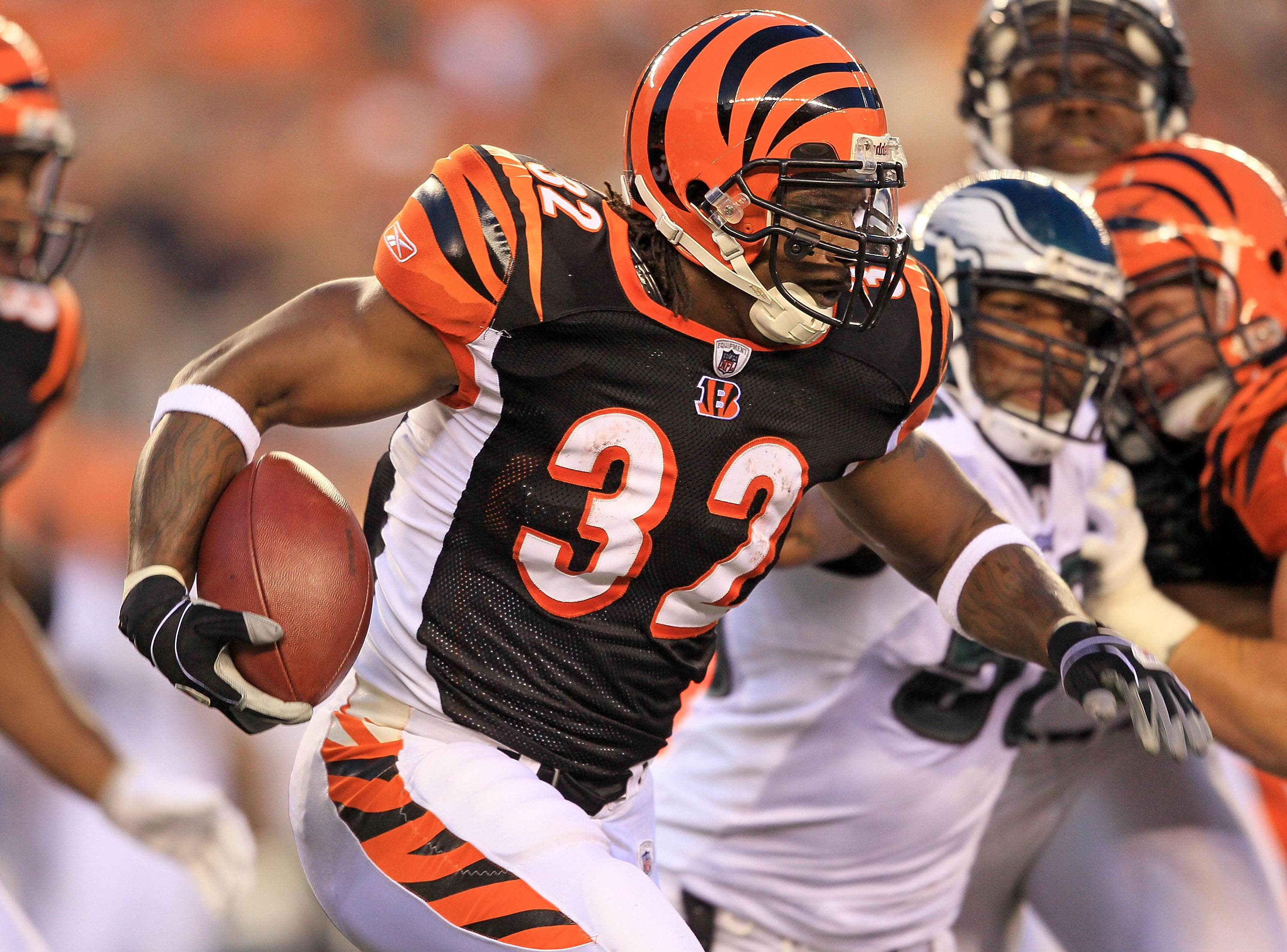CINCINNATI - AUGUST 20: Cedric Benson #32 of the Cincinnati Bengals runs with the ball during the NFL preseason game against the Philadelphia Eagles at Paul Brown Stadium on August 20, 2010 in Cincinnati, Ohio.  (Photo by Andy Lyons/Getty Images)