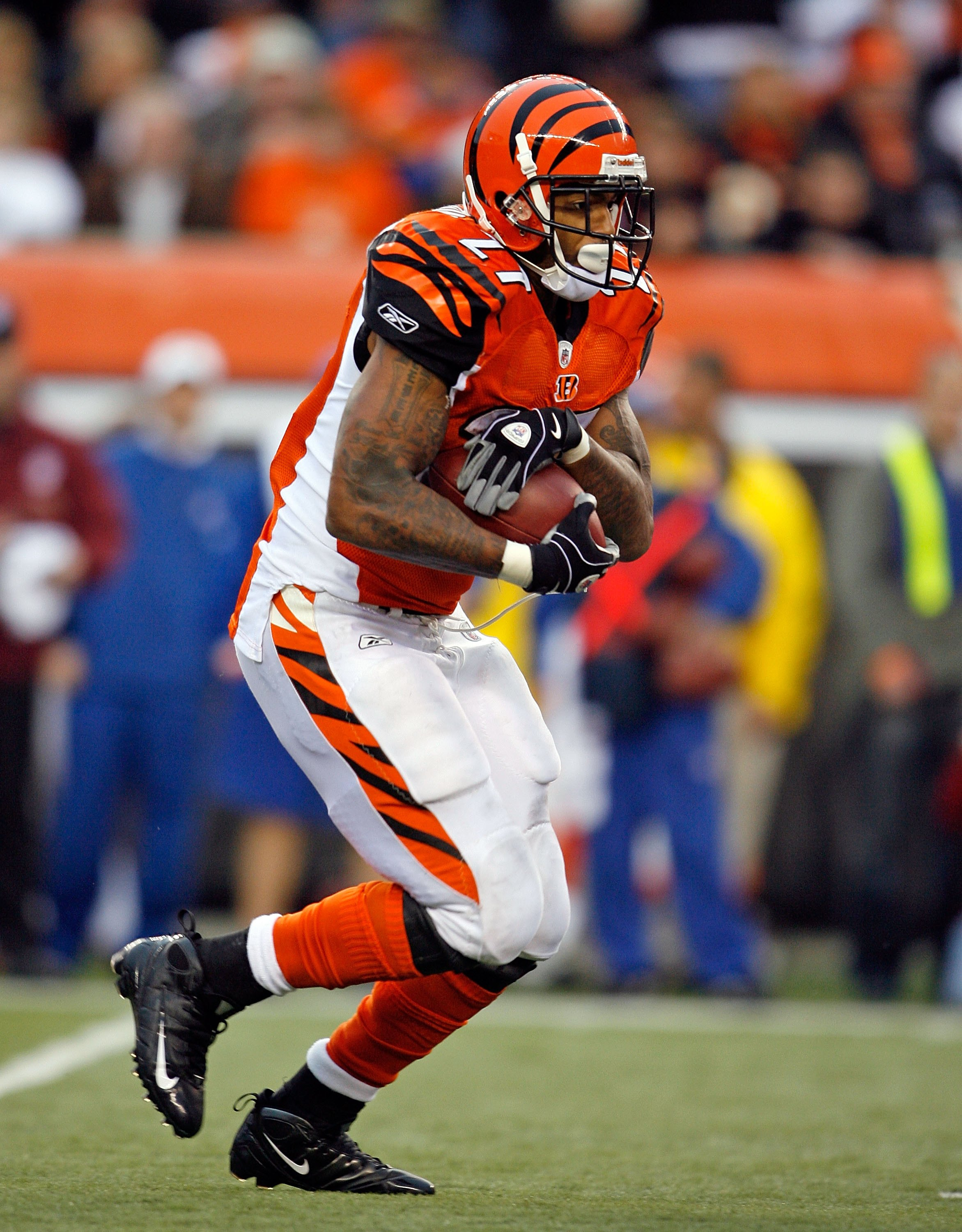 CINCINNATI - NOVEMBER 29:  Larry Johnson #27 of the Cincinnati Bengals runs with the ball  during the NFL game against the Cleveland Browns at Paul Brown Stadium on November 29, 2009 in Cincinnati, Ohio.  (Photo by Andy Lyons/Getty Images)
