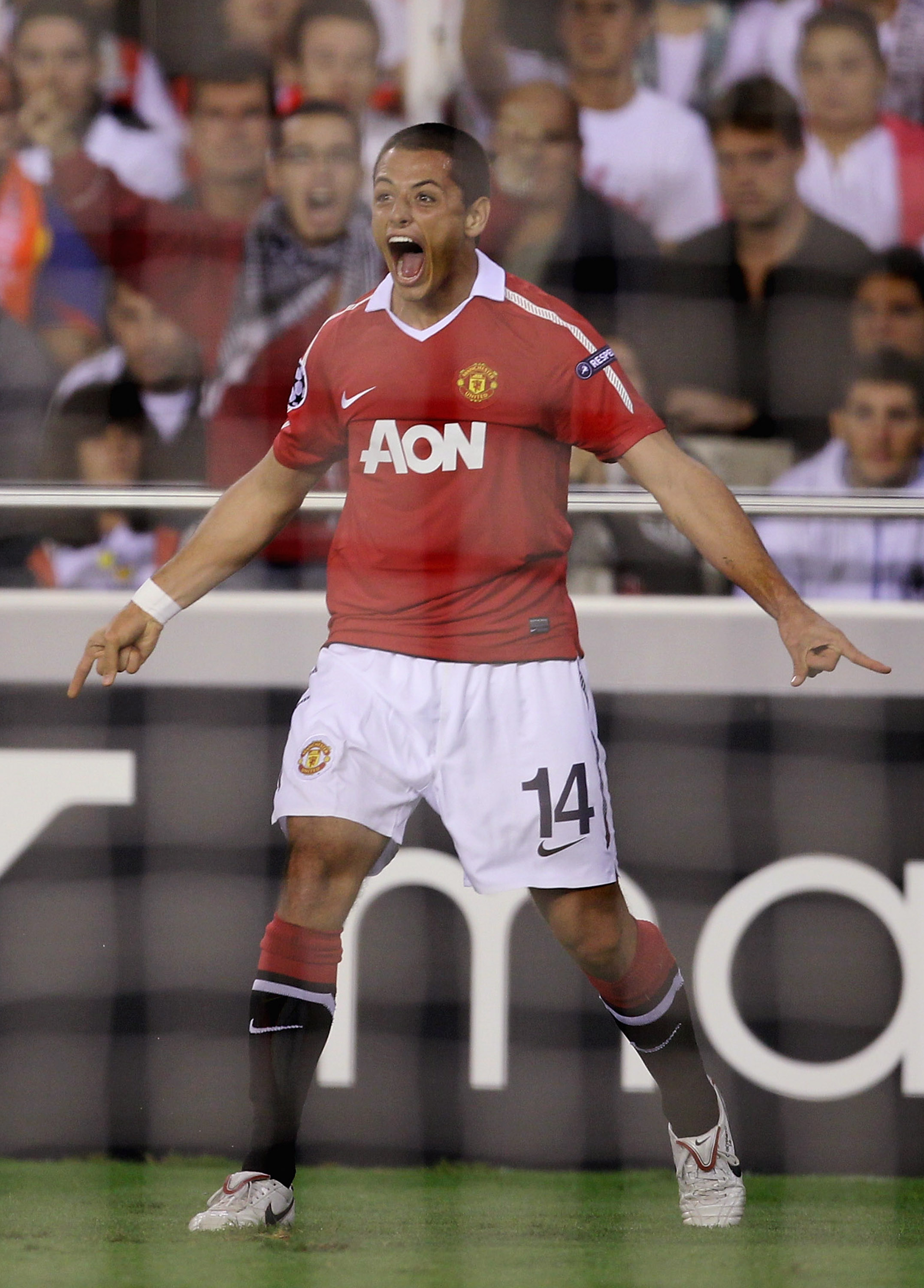 VALENCIA, SPAIN - SEPTEMBER 29:  Javier Hernandez of Manchester United celebrates after scoring the opening goal during the UEFA Champions League Group C match between Valencia and Manchester United at the Mestalla Stadium on September 29, 2010 in Valenci