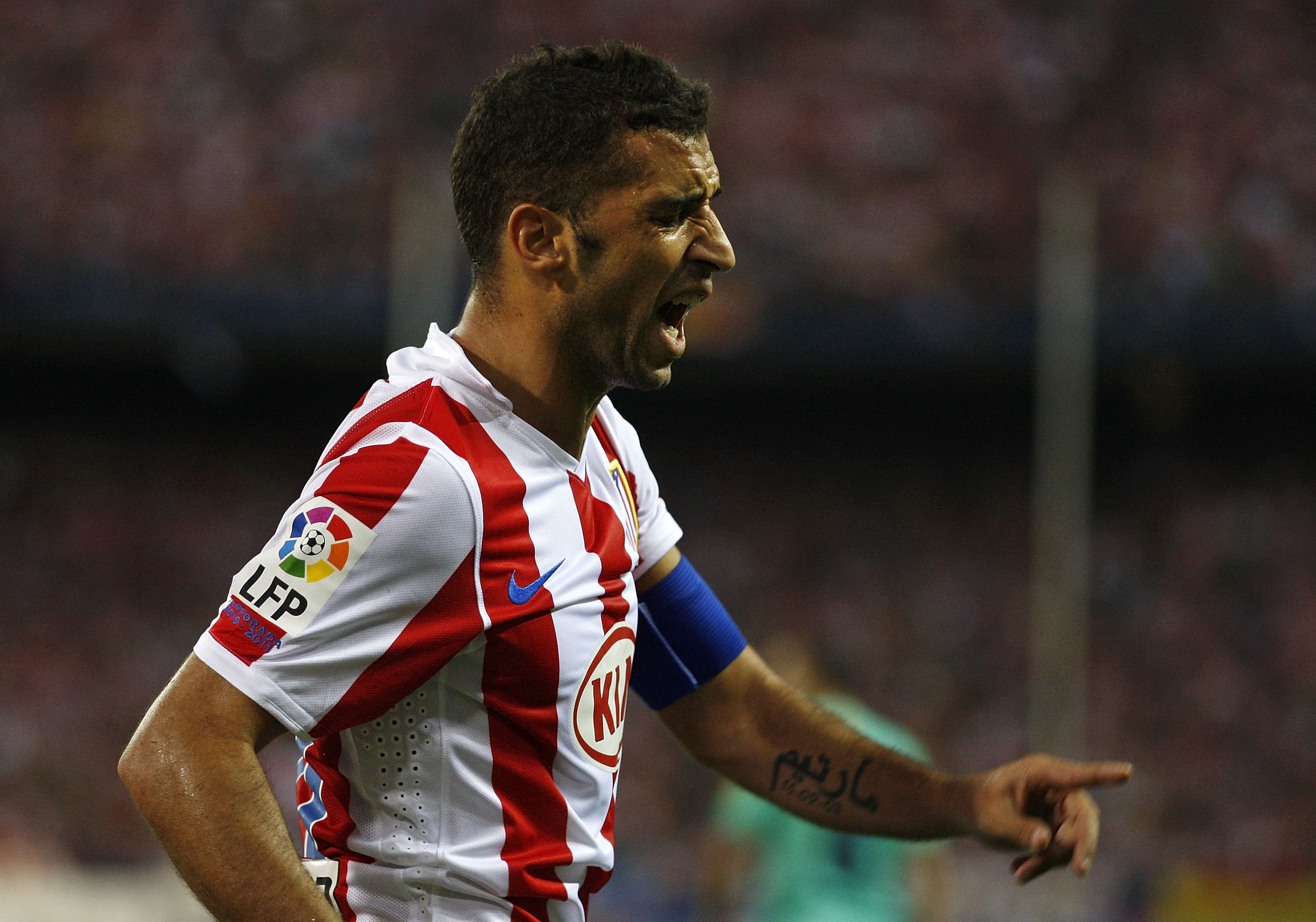 MADRID, SPAIN - SEPTEMBER 19: Simao Sabrosao of Atletico Madrid reacts during the La Liga match between Atletico Madrid and Barcelona at Vicente Calderon Stadium on September 19, 2010 in Madrid, Spain. (Photo by Angel Martinez/Getty Images)