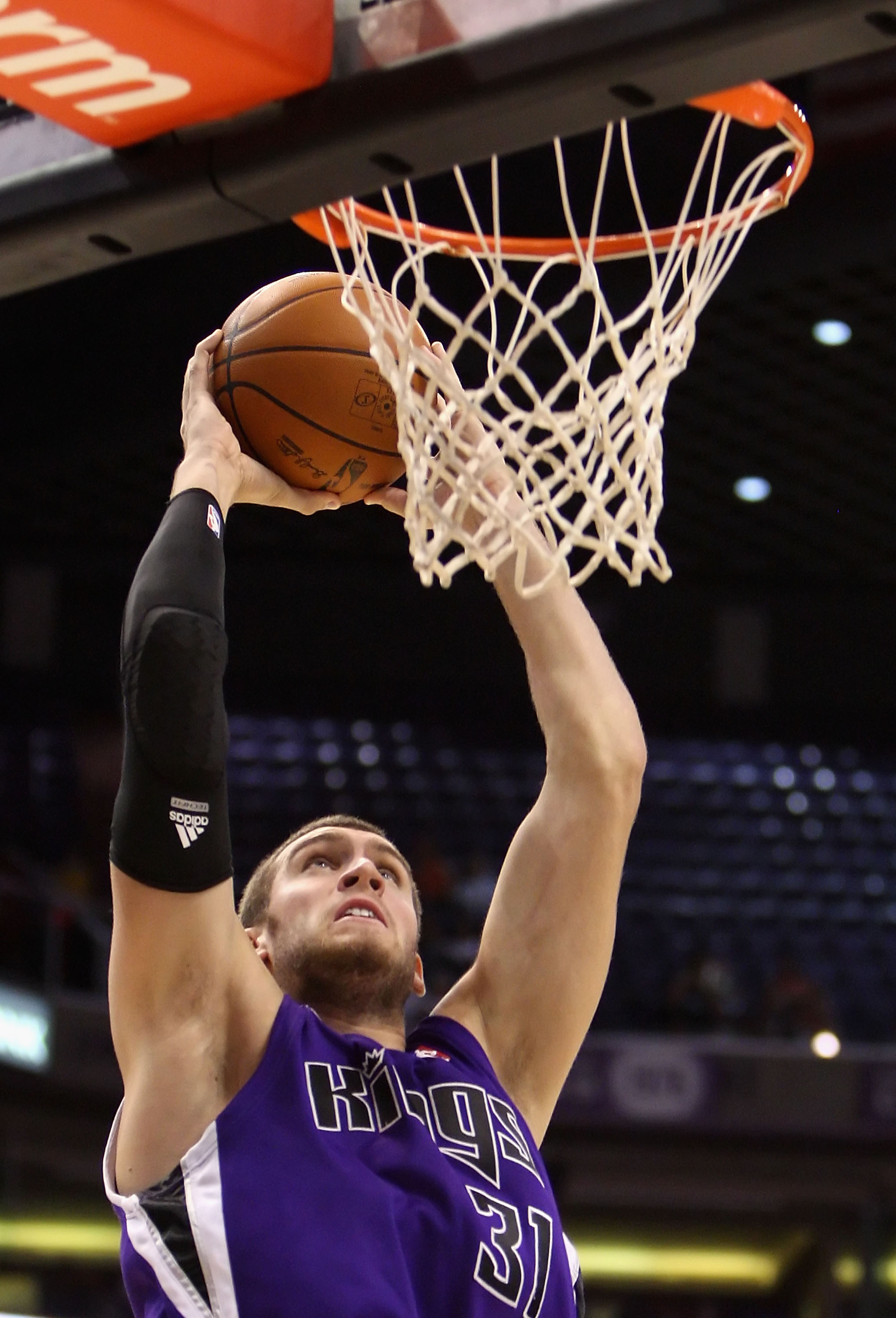 PHOENIX - OCTOBER 20:  Spencer Hawes #31 of the Sacramento Kings slam dunks the ball against the Phoenix Suns during the NBA preseason game at US Airways Center on October 20, 2009 in Phoenix, Arizona. The Suns defeated the Kings 143-127.  NOTE TO USER: U