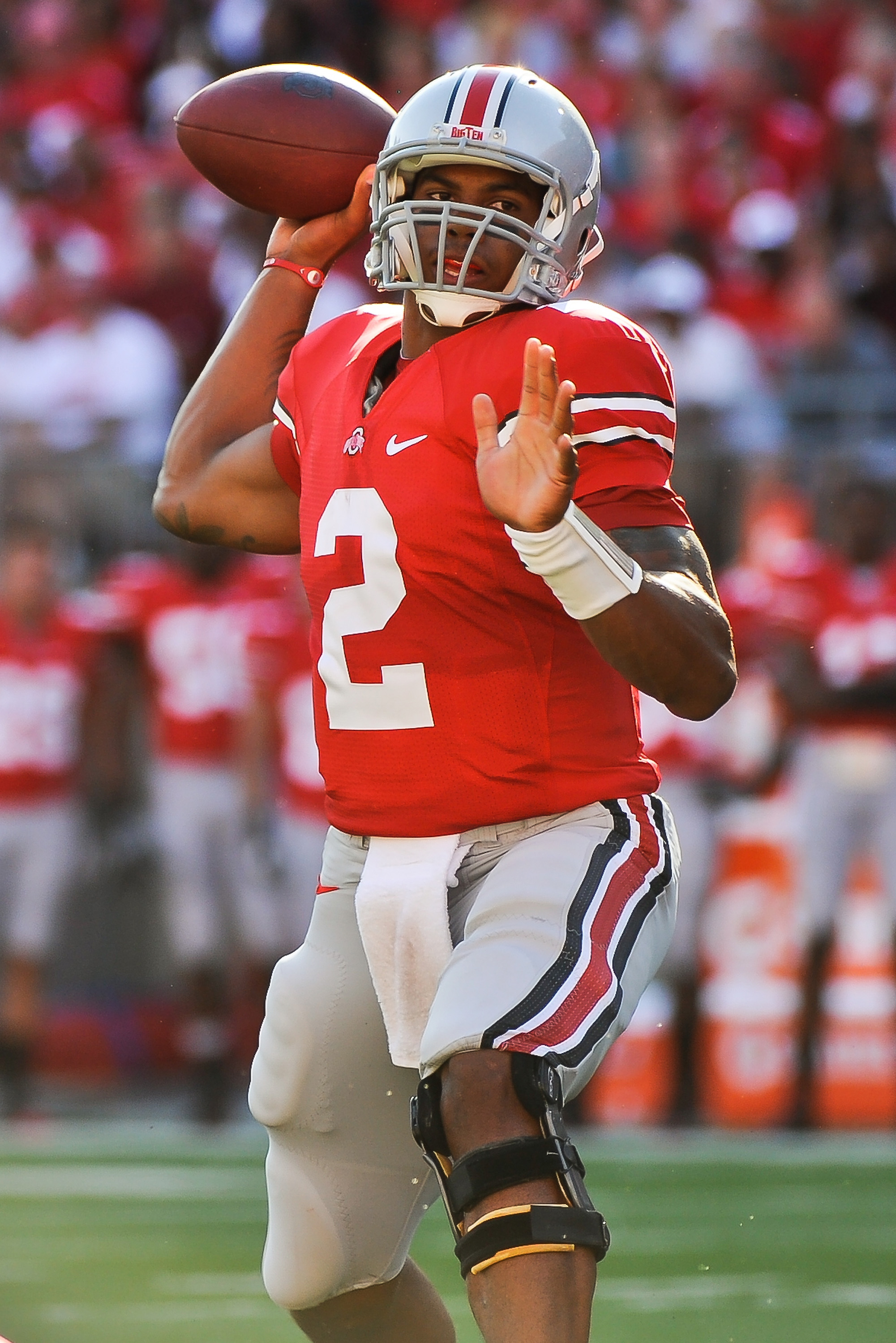 COLUMBUS, OH - SEPTEMBER 25:  Terrelle Pryor #2 of the Ohio State Buckeyes passes against the Eastern Michigan Eagles at Ohio Stadium on September 25, 2010 in Columbus, Ohio.  Ohio State won 73-20. (Photo by Jamie Sabau/Getty Images)