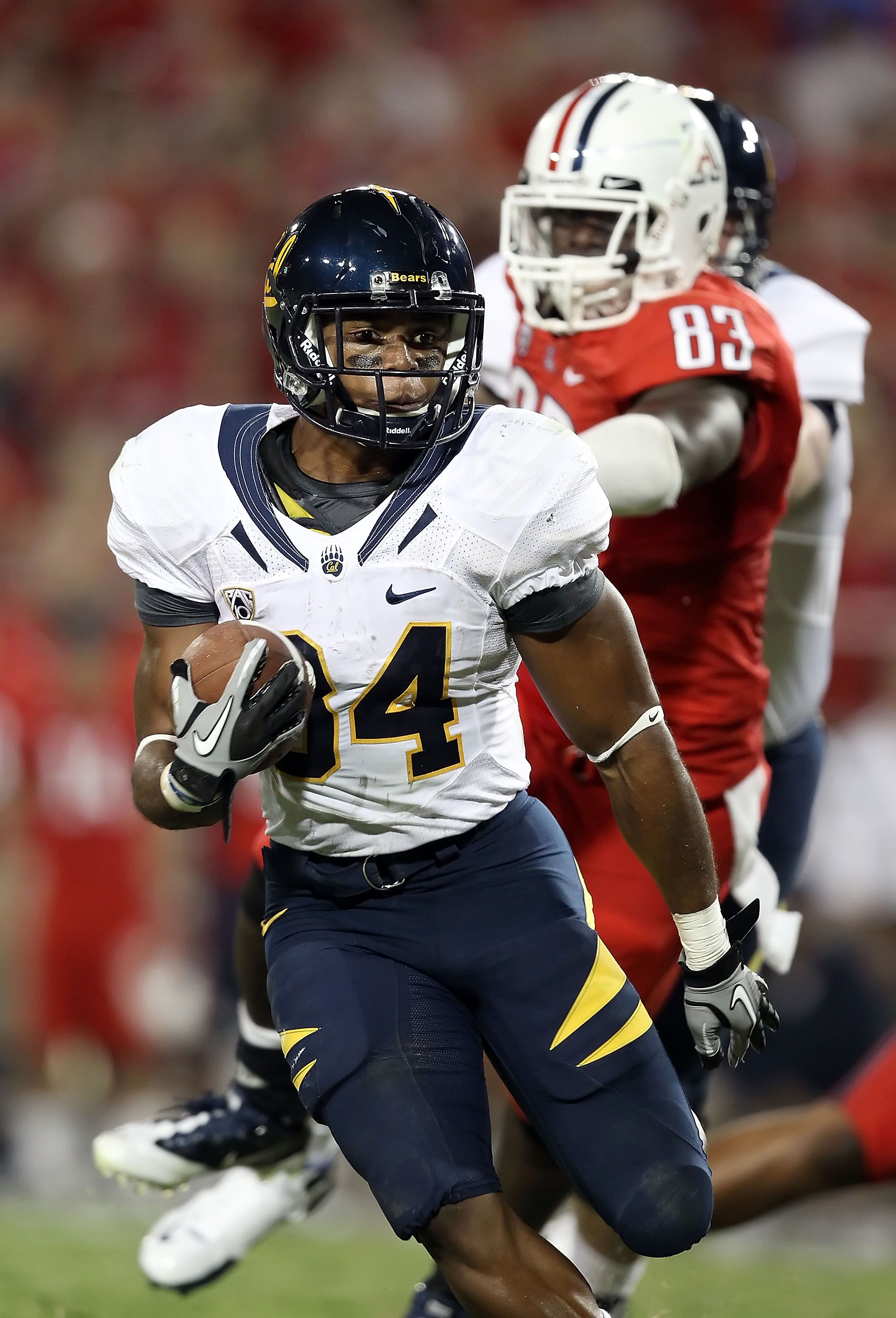 TUCSON, AZ - SEPTEMBER 25:  Runningback Shane Vereen #34 of the California Golden Bears rushes the football against the Arizona Wildcats during the college football game at Arizona Stadium on September 25, 2010 in Tucson, Arizona. The Wildcats defeated th
