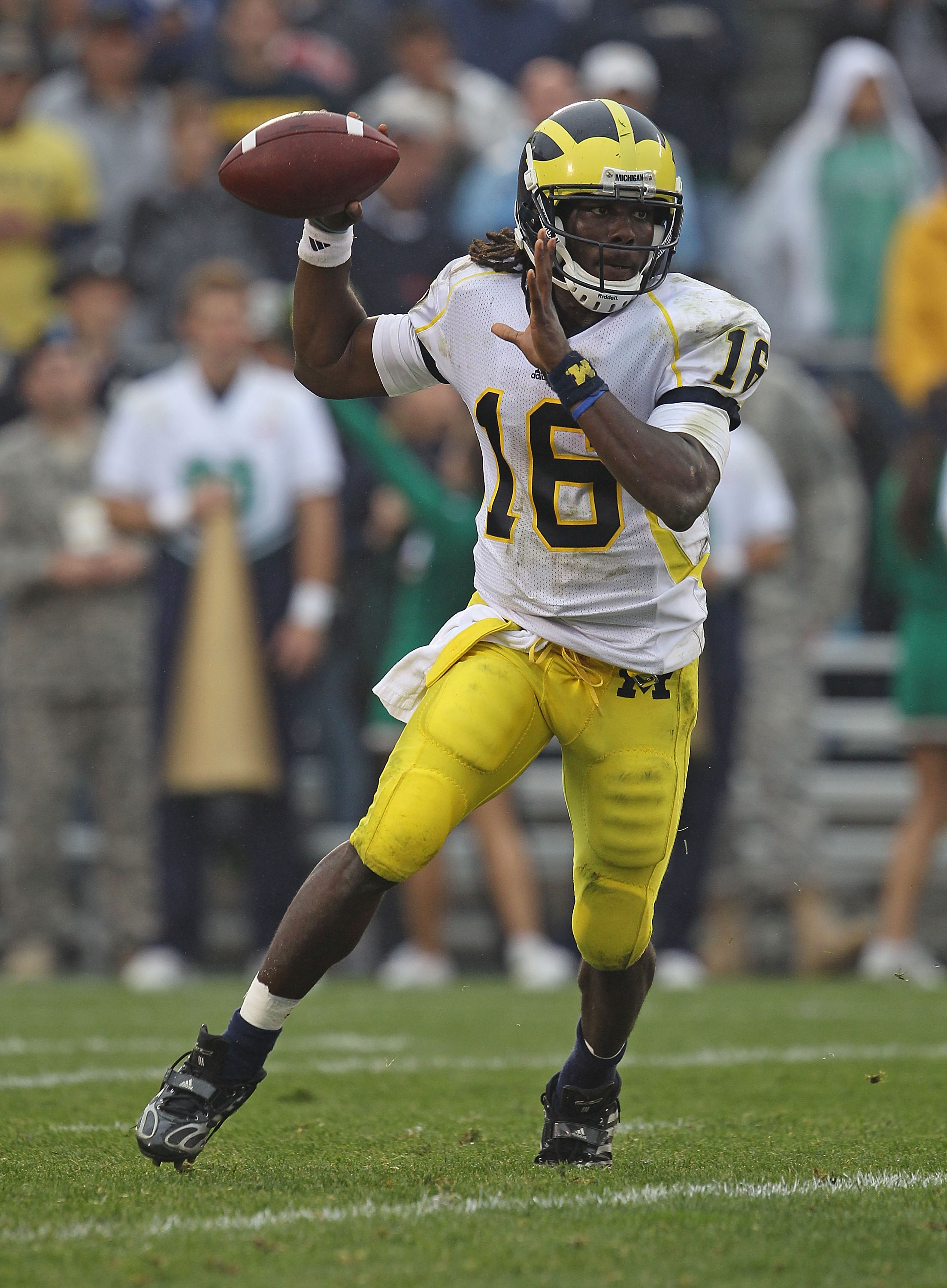 SOUTH BEND, IN - SEPTEMBER 11: Denard Robinson #16 of the Michigan Wolverines looks to pass against the Notre Dame Fighting Irish at Notre Dame Stadium on September 11, 2010 in South Bend, Indiana. Michigan defeated Notre Dame 28-24. (Photo by Jonathan Da