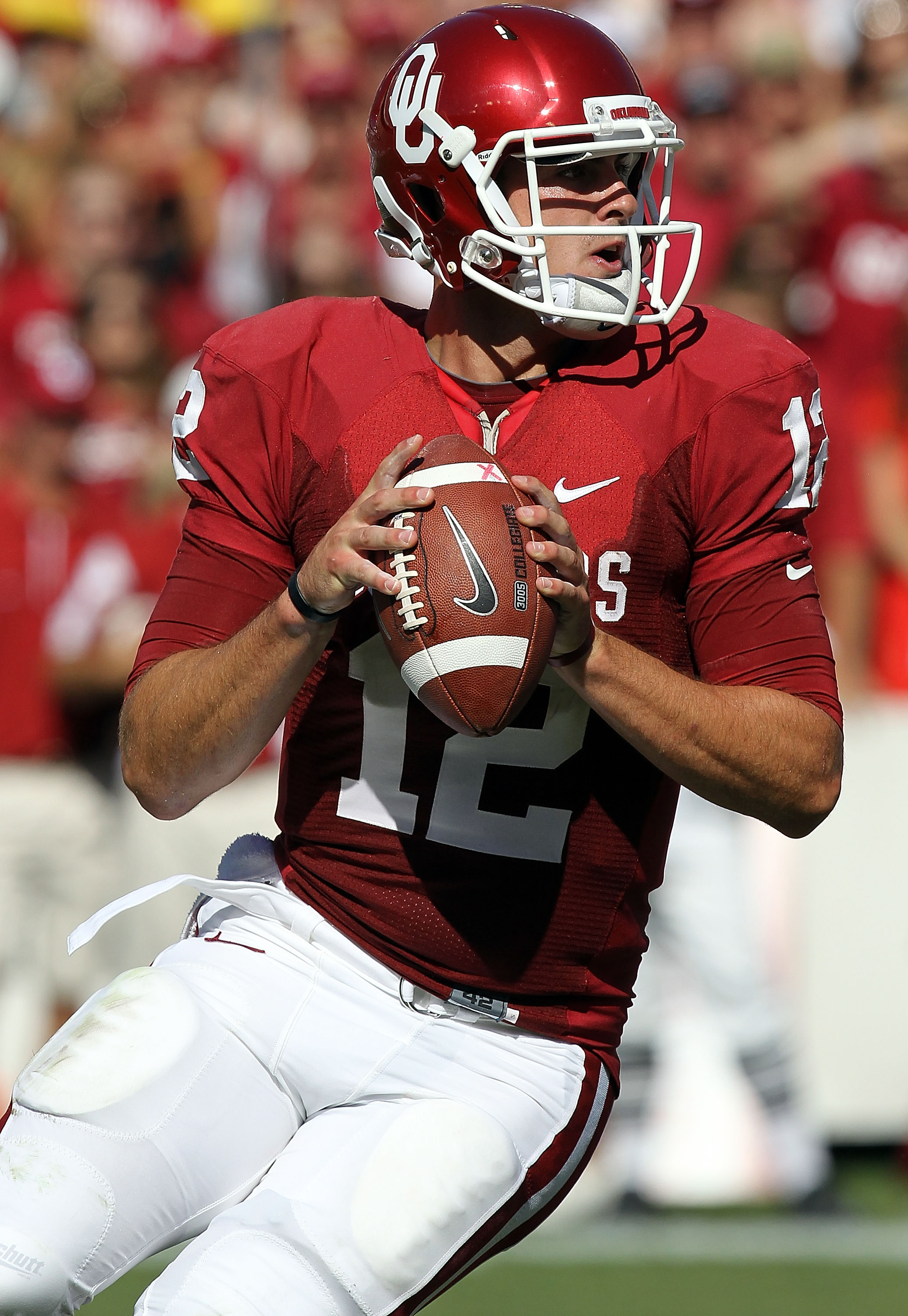 DALLAS - OCTOBER 02:  Quarterback Landry Jones #12 of the Oklahoma Sooners drops back to pass against the Texas Longhorns in the second quarter at the Cotton Bowl on October 2, 2010 in Dallas, Texas.  (Photo by Ronald Martinez/Getty Images)