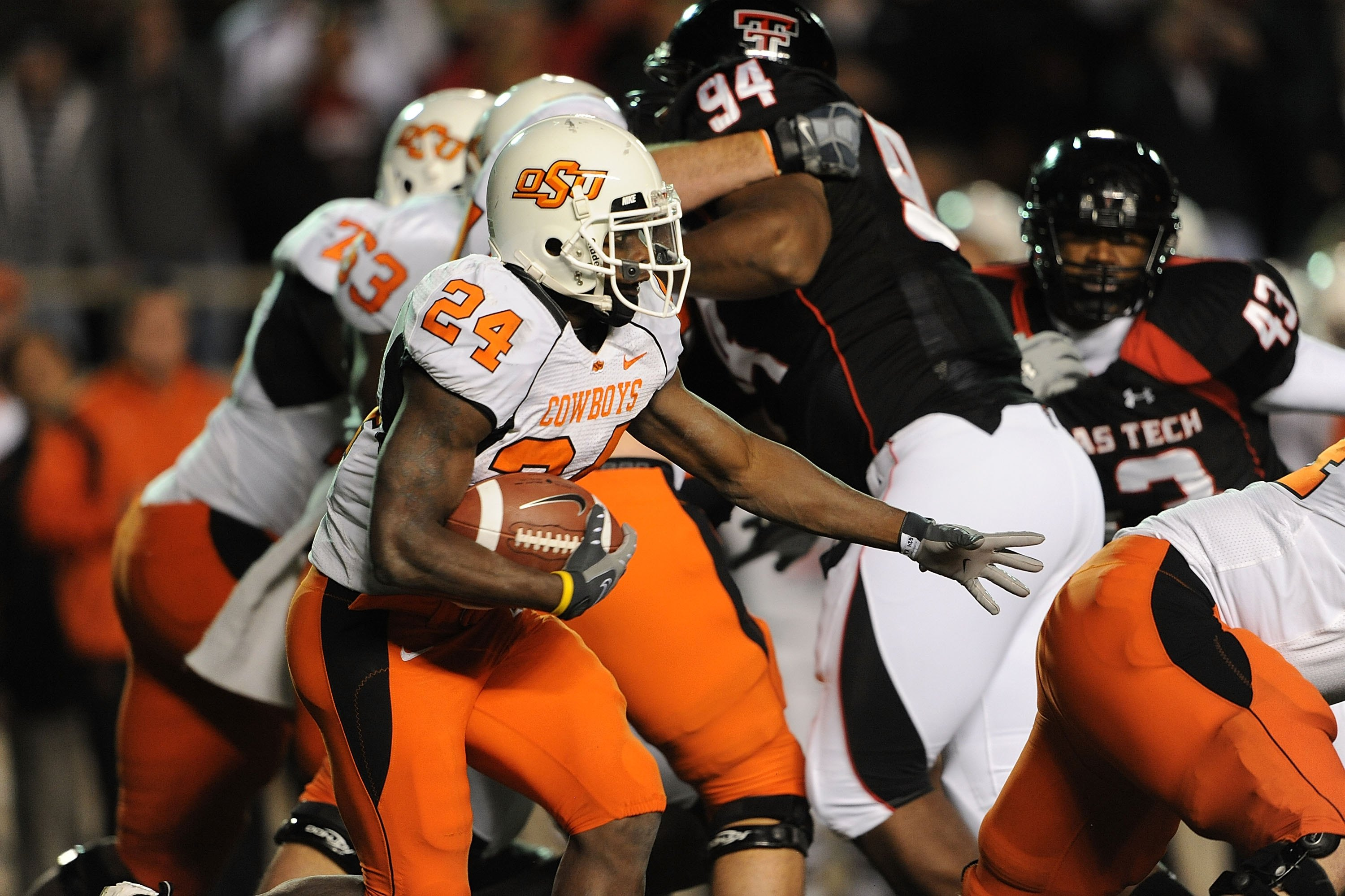 LUBBOCK, TX - NOVEMBER 08:  Running back Kendall Hunter #24 of the Oklahoma State Cowboys during play against the Texas Tech Red Raiders at Jones AT&T Stadium on November 8, 2008 in Lubbock, Texas.  (Photo by Ronald Martinez/Getty Images)