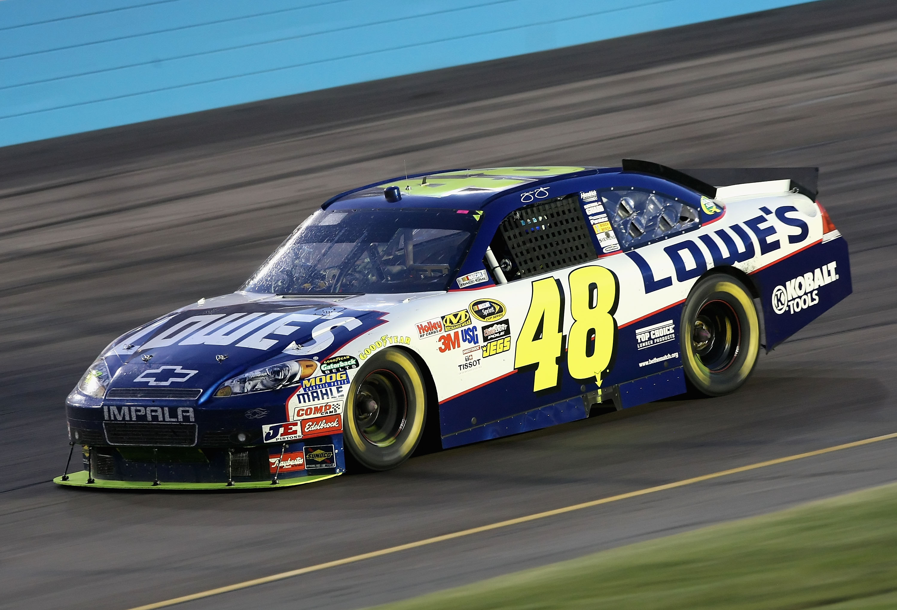 Jimmie Johnson cruises to a third place finish this spring at Phoenix.