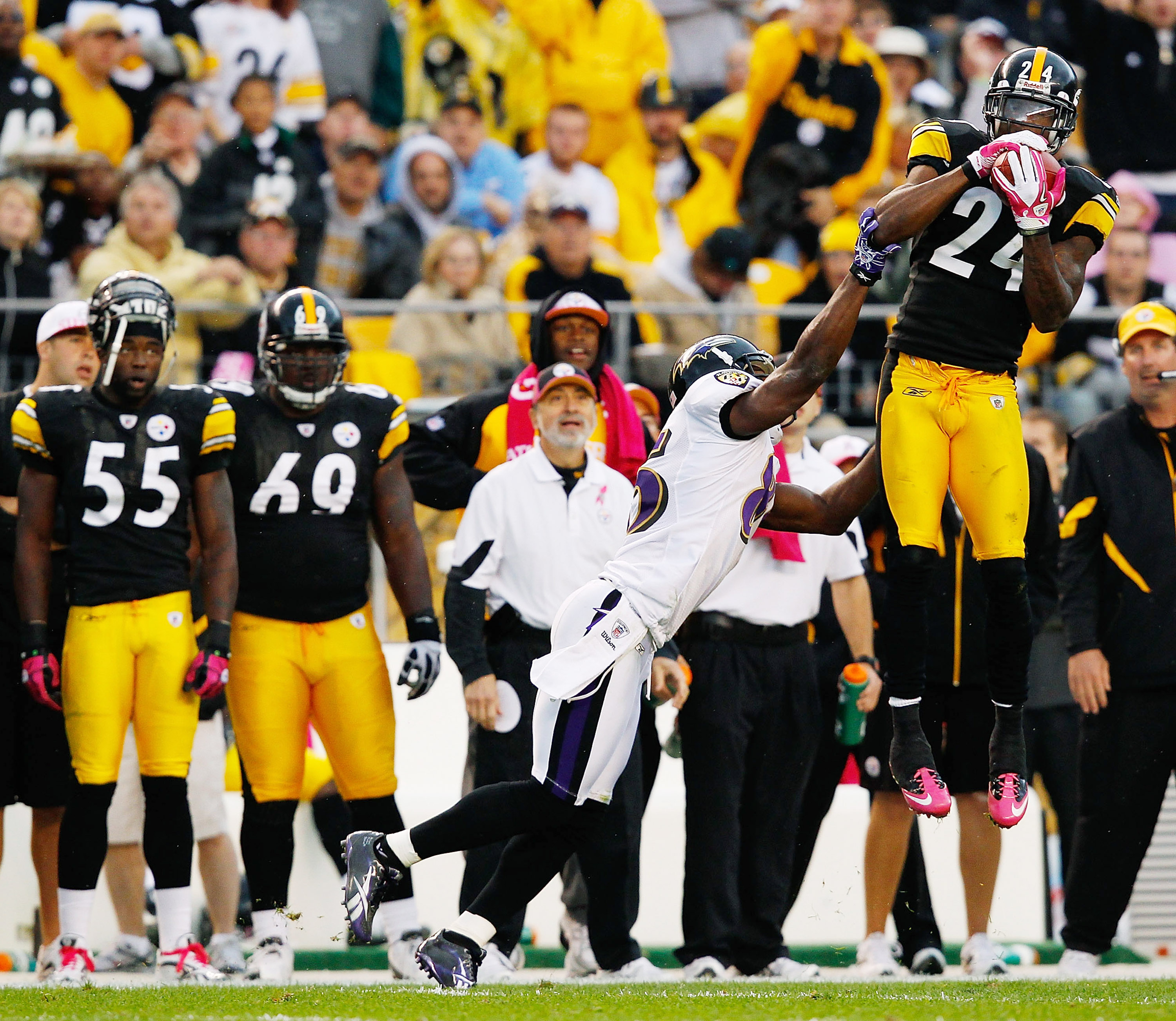 PITTSBURGH - OCTOBER 03:  Ike Taylor #24 of the Pittsburgh Steelers intercepts a pass from Joe Flacco #5 in front of Derrick Mason #85 of the Baltimore Ravens during the game on October 3, 2010 at Heinz Field in Pittsburgh, Pennsylvania.  (Photo by Jared