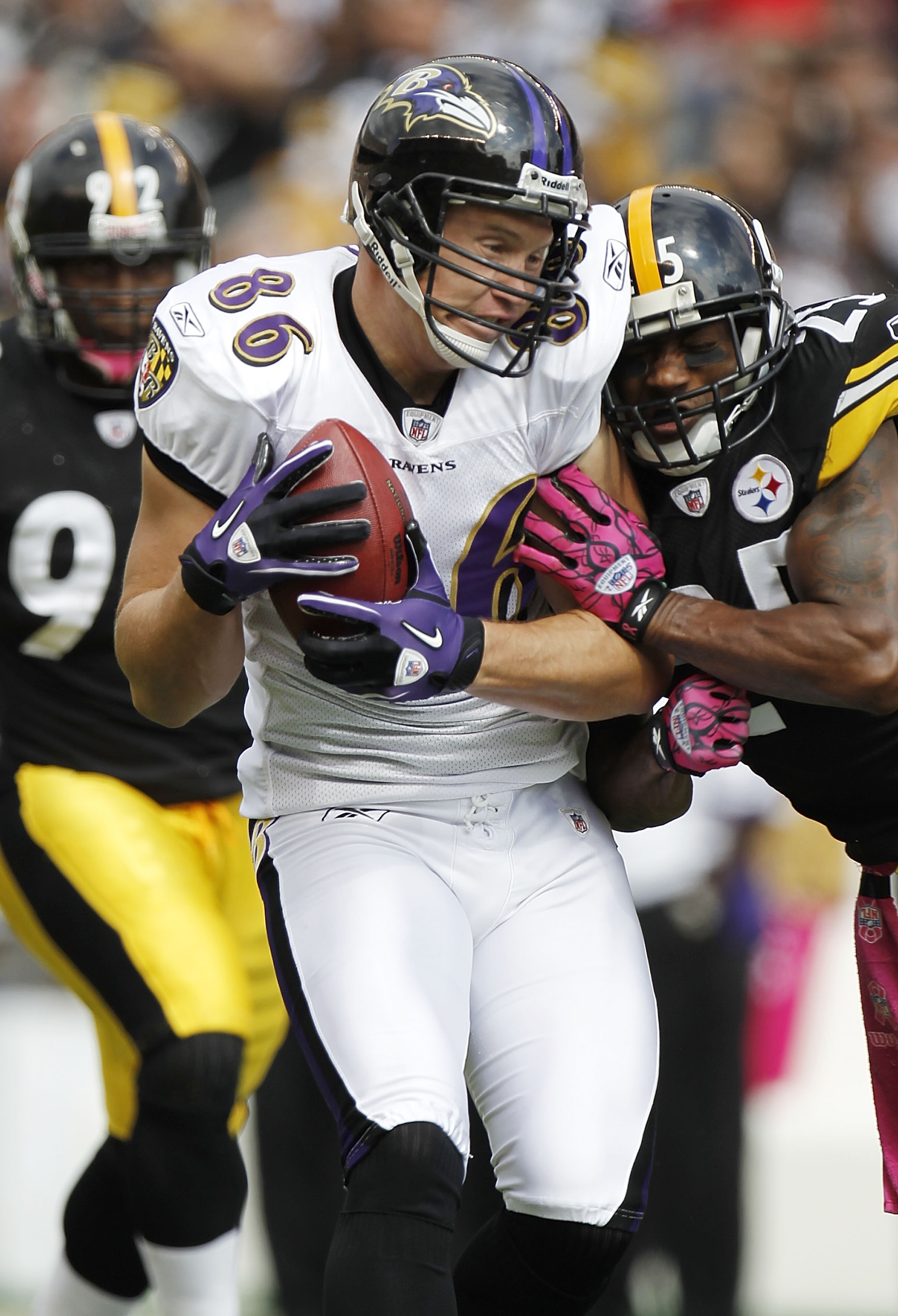 PITTSBURGH - OCTOBER 03: Todd Heap #86 of the Baltimore Ravens takes a hit by Ryan Clark #25 of the Pittsburgh Steelers on October 3, 2010 at Heinz Field in Pittsburgh, Pennsylvania.  (Photo by Gregory Shamus/Getty Images)