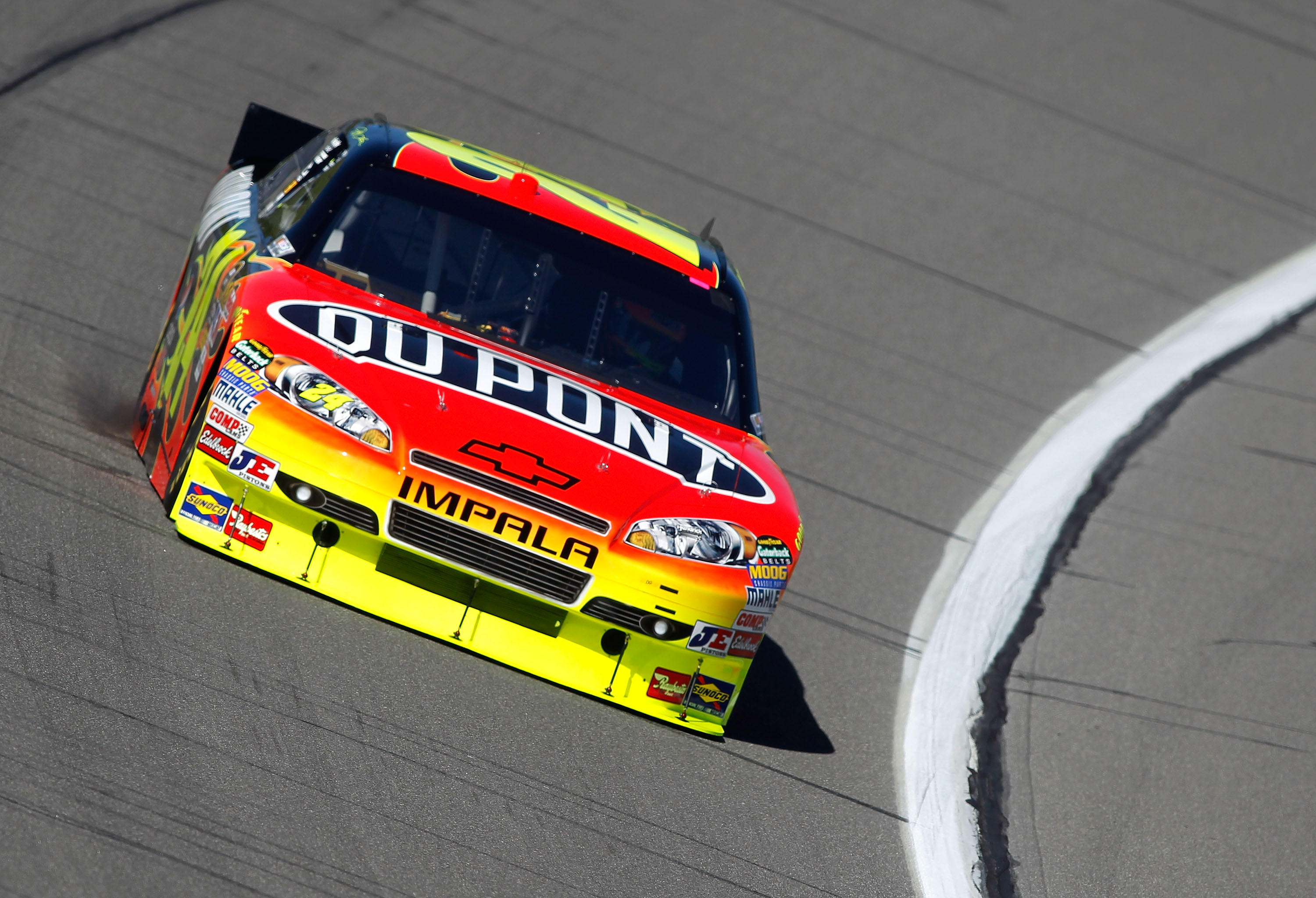 KANSAS CITY, KS - OCTOBER 01:  Jeff Gordon, driver of the #24 DuPont Chevrolet, practices for the NASCAR Sprint Cup Series Price Chopper 400 on October 1, 2010 in Kansas City, Kansas.  (Photo by Todd Warshaw/Getty Images)
