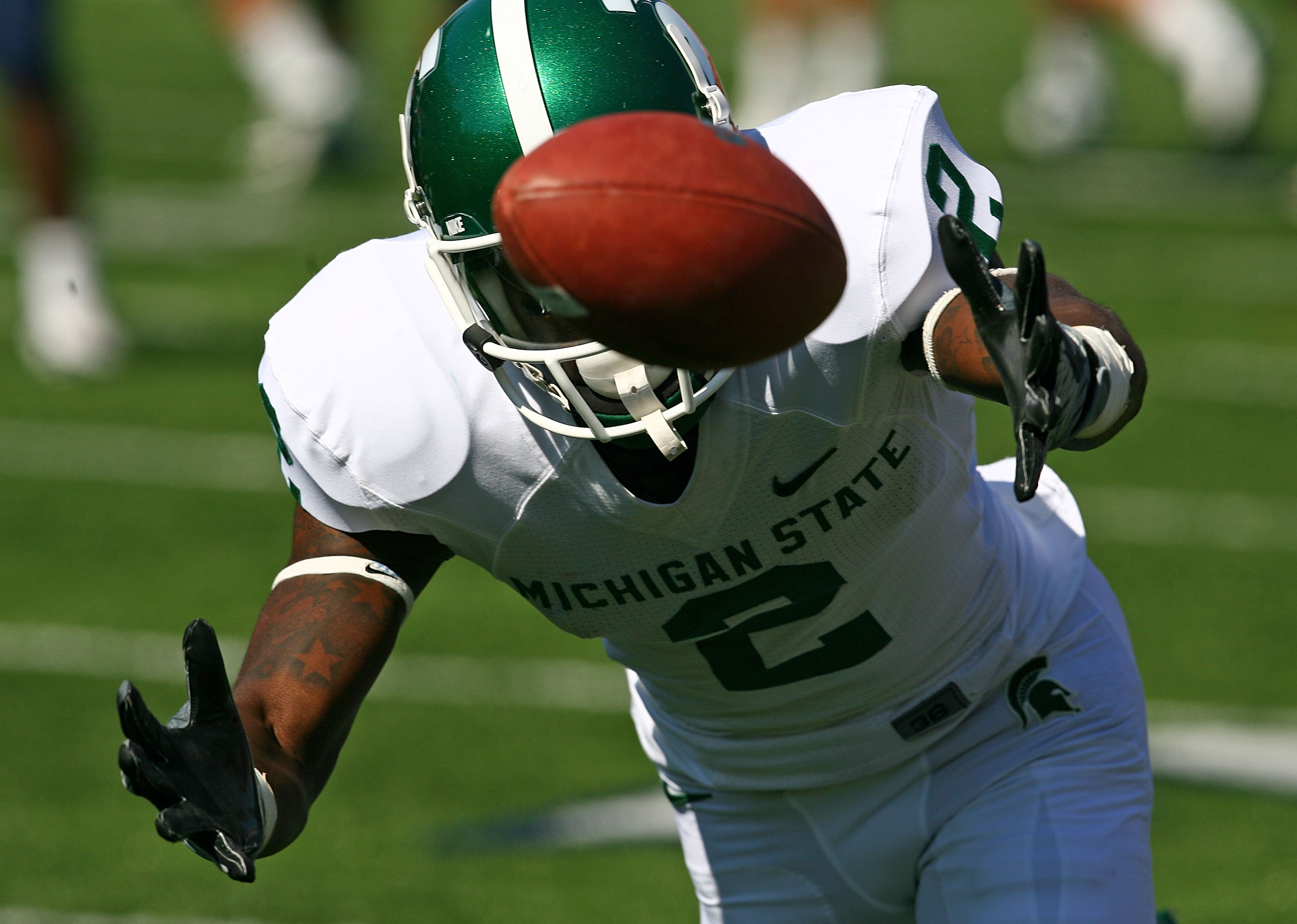 CHAMPAIGN, IL - OCTOBER 10: Mark Dell #2 of the Michigan State Spartans misses catching the ball against the Illinois Fighting Illini on October 10, 2009 at Memorial Stadium at the University of Illinois in Champaign, Illinois. Michigan State defeated Ill