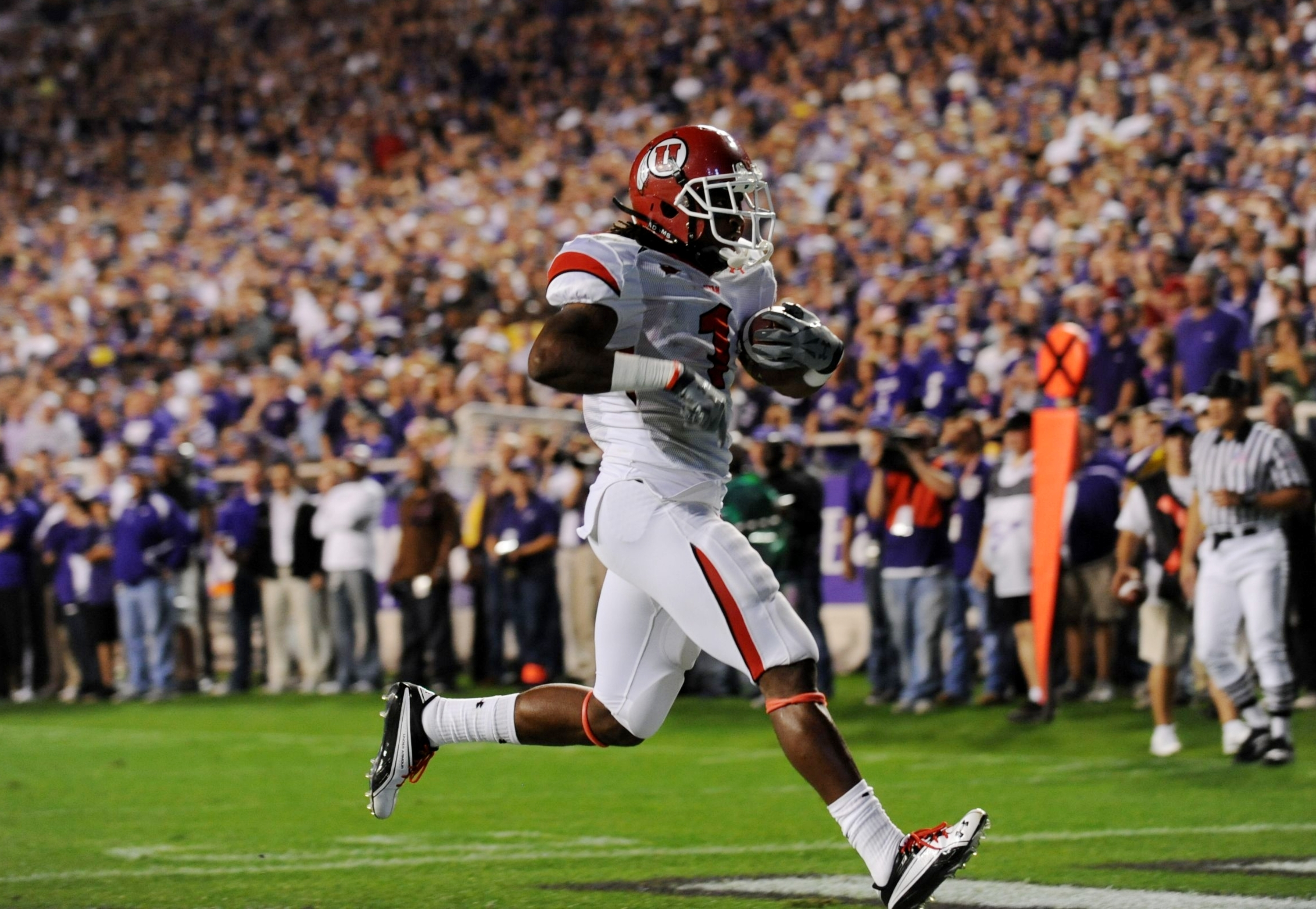 FORT WORTH, TX - NOVEMBER 14:  Shaky Smithson #1 of the Utah Utes scores a touchdown in the first quarter of the game against the TCU Horned Frogs at Amon G. Carter Stadium on November 14, 2009 in Fort Worth, Texas.  (Photo by Ronald Martinez/Getty Images