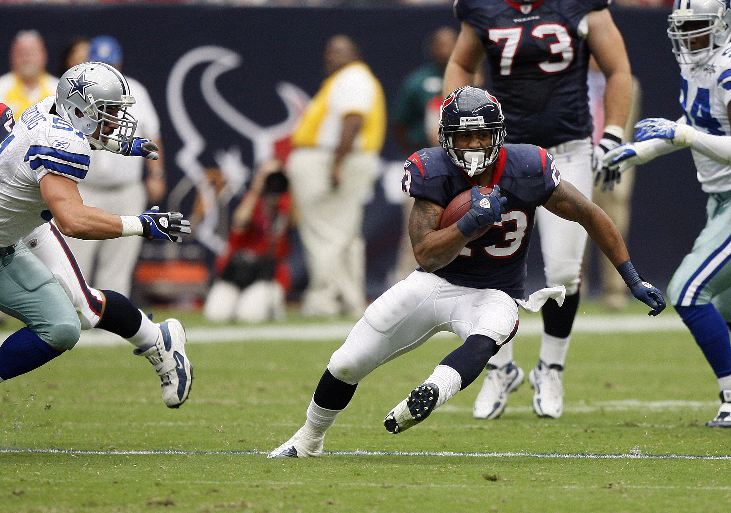 HOUSTON - SEPTEMBER 26:  Running back Arian Foster #23 of the Houston Texans rushes against the Dallas Cowboys in the second quarter at Reliant Stadium on September 26, 2010 in Houston, Texas.  (Photo by Bob Levey/Getty Images)