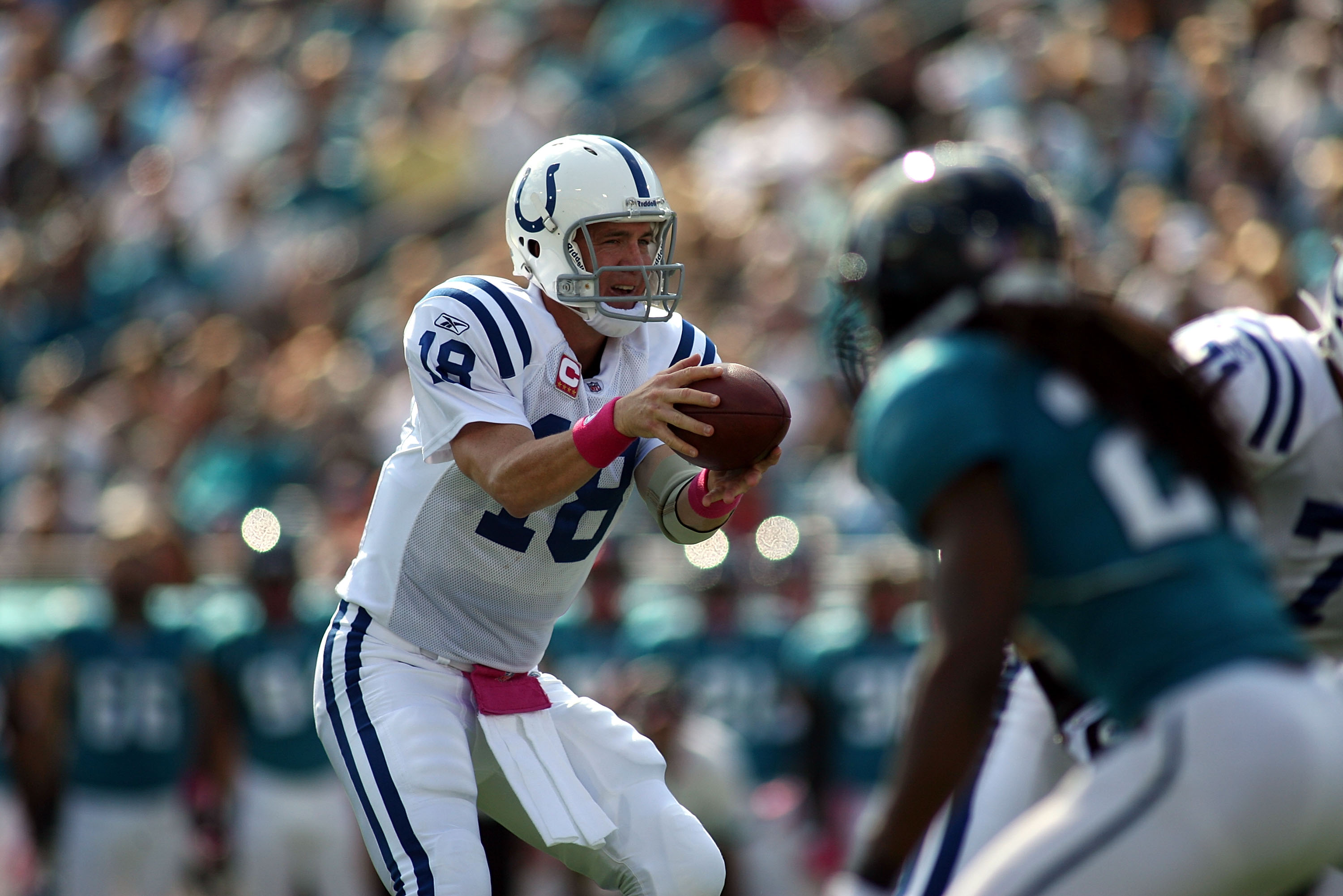 JACKSONVILLE, FL - OCTOBER 03:  Quarterback Peyton Manning #18 of the Indianapolis Colts throws while taking on the Jacksonville Jaguars at EverBank Field on October 3, 2010 in Jacksonville, Florida. The Jaguars won 31-28.  (Photo by Marc Serota/Getty Ima
