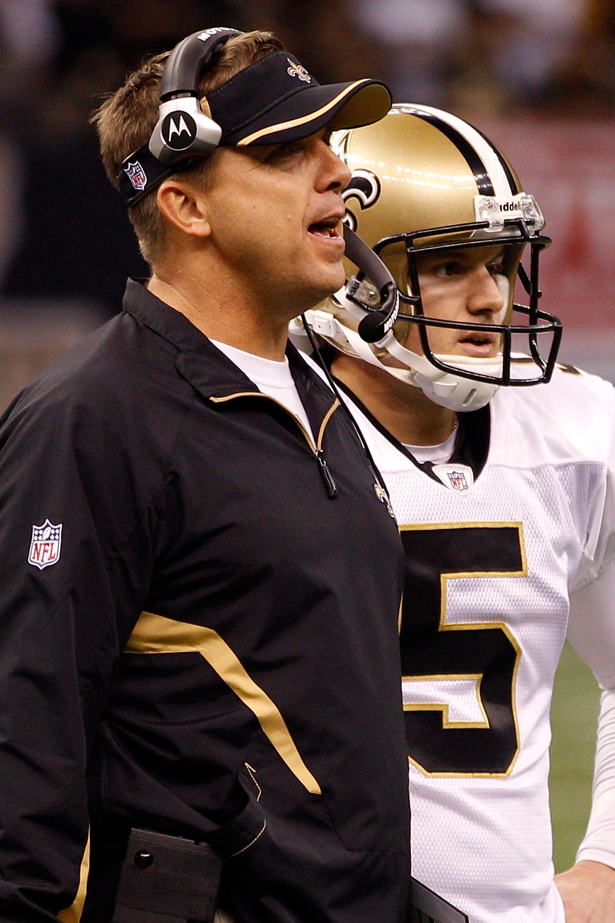 NEW ORLEANS - SEPTEMBER 26:  Head Coach Sean Payton talks with Garrett Hartley #5 of the New Orleans Saints before attempting a field goal in overtime against the Atlanta Falcons at the Louisiana Superdome on September 26, 2010 in New Orleans, Louisiana.