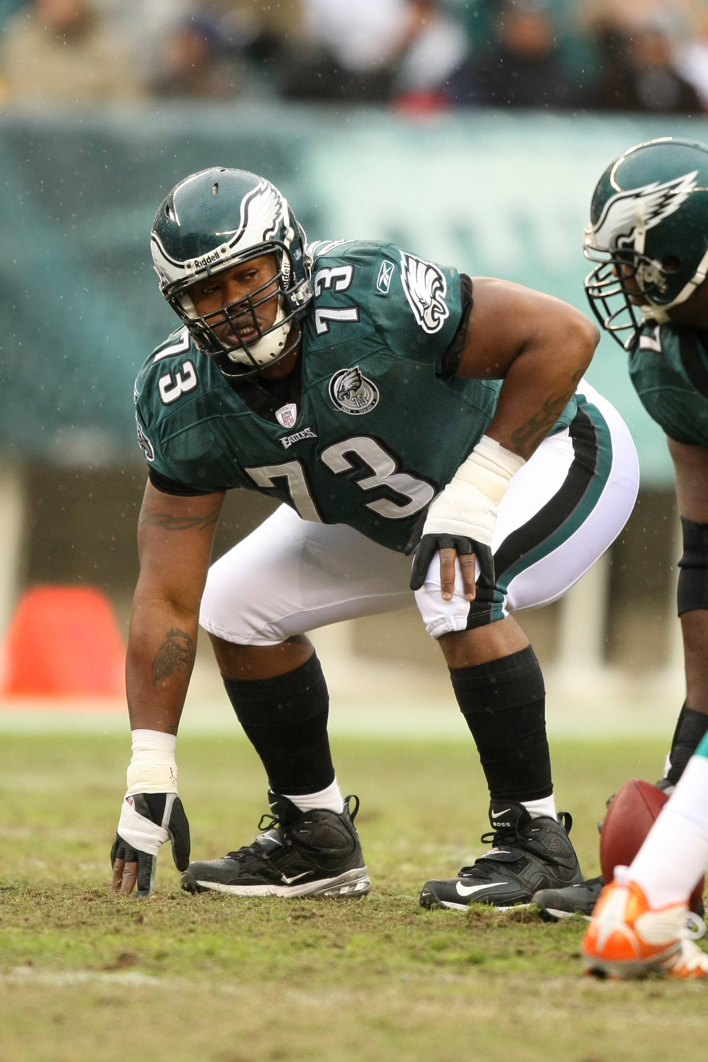 PHILADELPHIA - NOVEMBER 18  Shawn Andrews  73 of the Philadelphia Eagles  crouches into position ac2b2b6f7