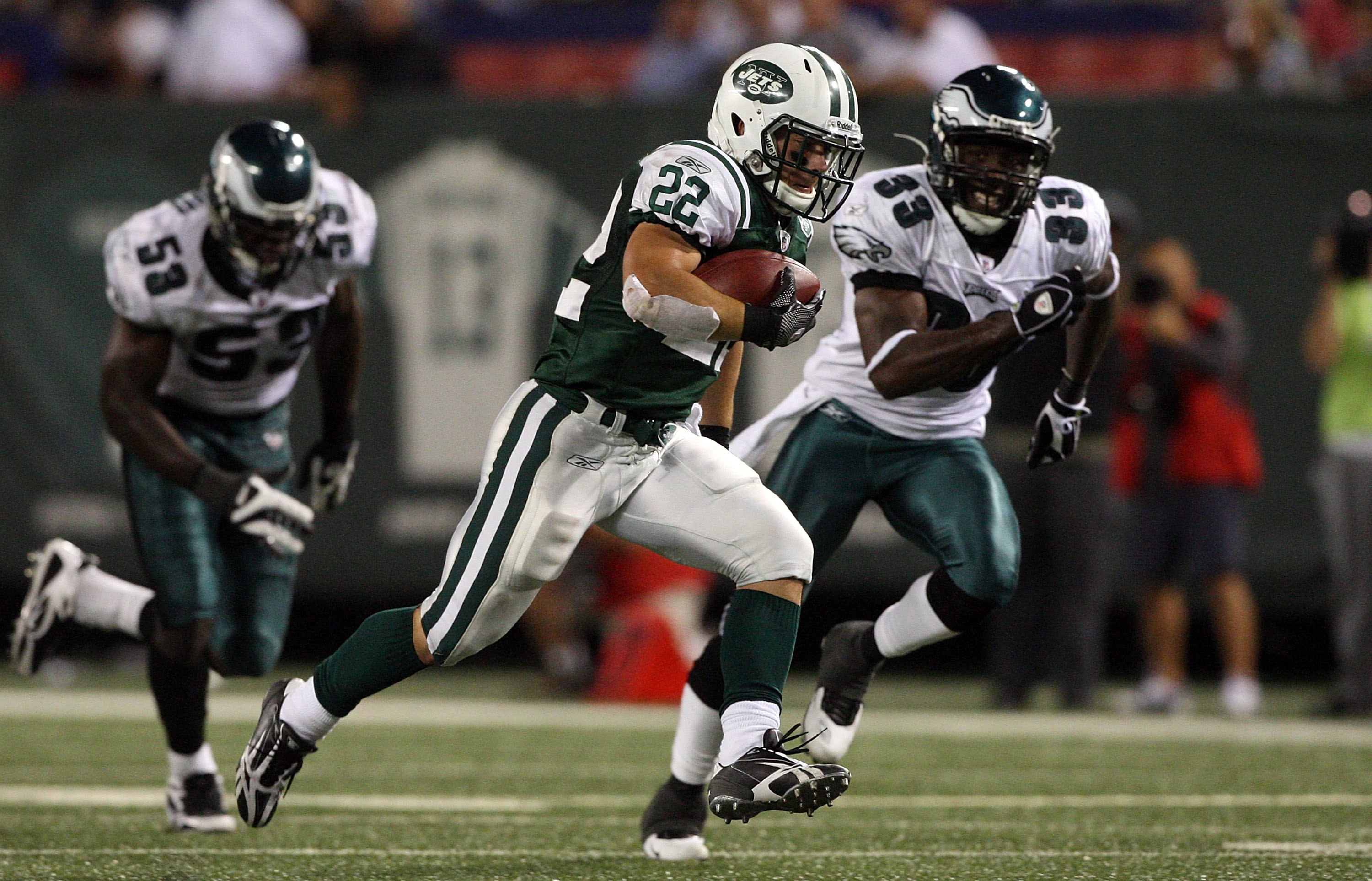 EAST RUTHERFORD, NJ - SEPTEMBER 03: Danny Woodhead #22 of the New York Jets runs the ball against the Philadelphia Eagles on September 3, 2009 at Giants Stadium in East Rutherford, New Jersey. The Jets defeated the Eagles 38-27.  (Photo by Jim McIsaac/Get