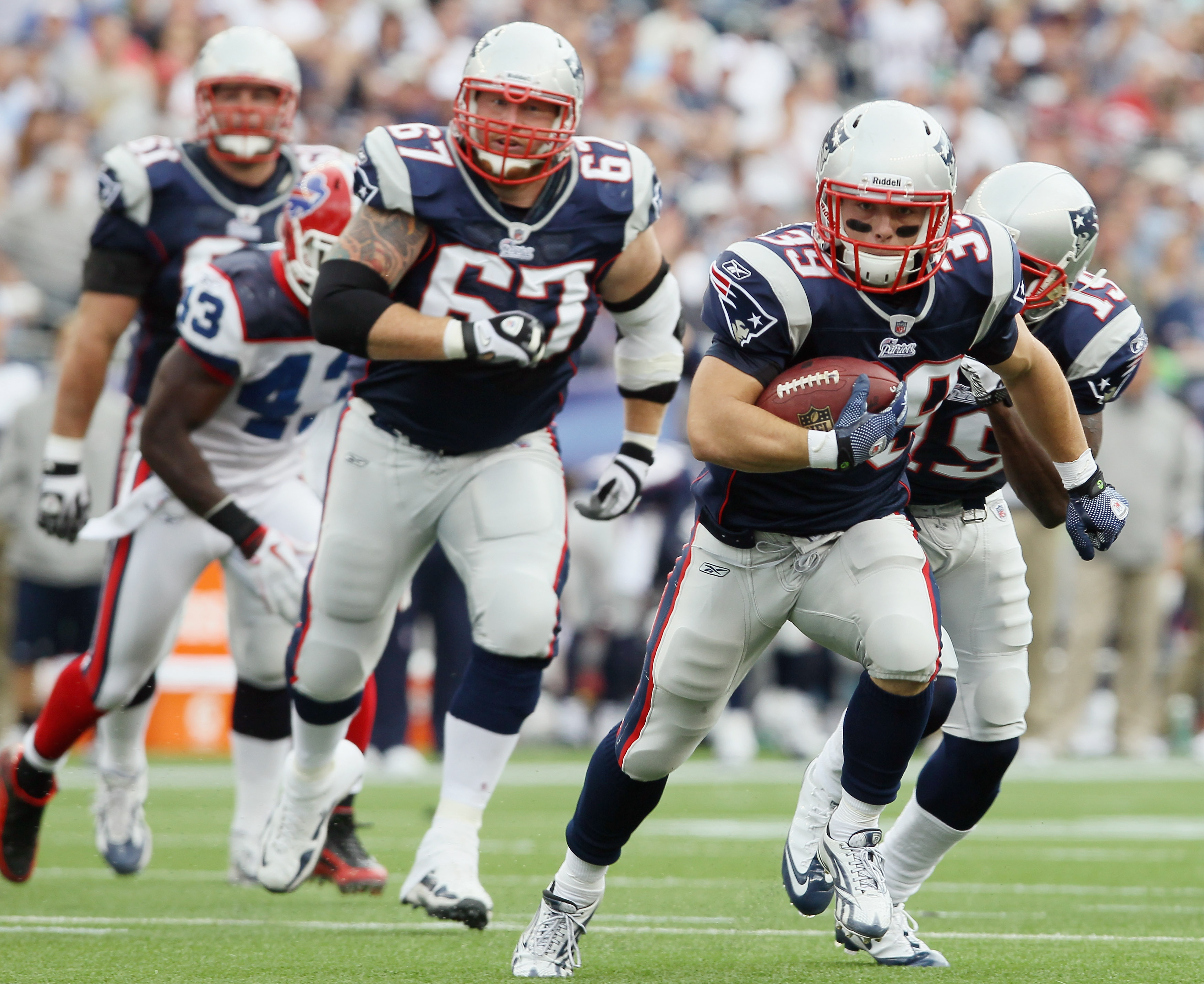 FOXBORO, MA - SEPTEMBER 26:  Danny Woodhead #39 of the New England Patriots carries the ball in for a touchdown as teammate Dan Koppen #67 follows in the second quarter against the Buffalo Bills during on September 26, 2010 at Gillette Stadium in Foxboro,