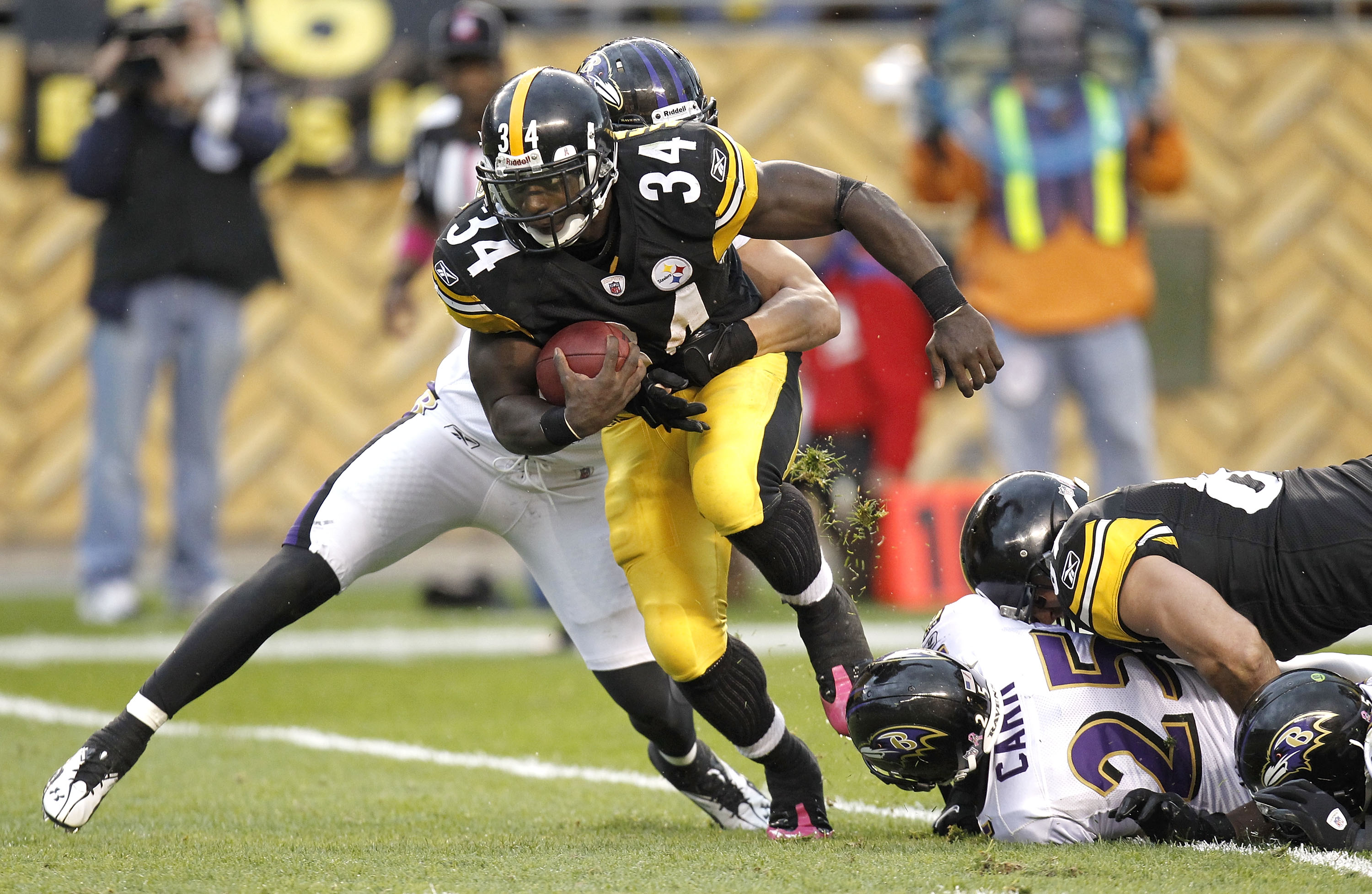 PITTSBURGH - OCTOBER 03: Rashard Mendenhall #34 of the Pittsburgh Steelers battles for extra yards while playing the Baltimore Ravens on October 3, 2010 at Heinz Field in Pittsburgh, Pennsylvania. Baltimore won the game 17-14.  (Photo by Gregory Shamus/Ge